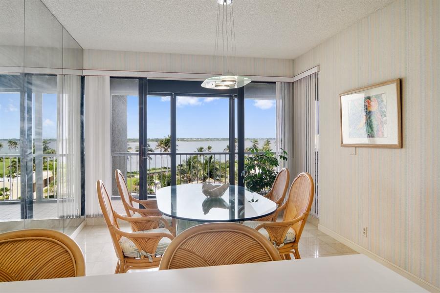 Real Estate Photography - 2816 SE Dune Drive, 2406, Stuart, FL, 34996 - Breakfast Nook