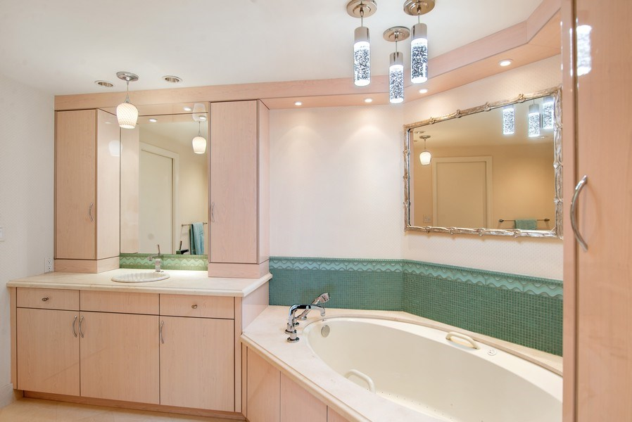 Real Estate Photography - 2824 SE Dune Drive, 2401, Stuart, FL, 34996 - Master Bathroom
