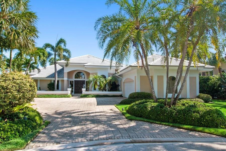 Real Estate Photography - 6401 SE Harbor Circle, Stuart, FL, 34996 - Front View