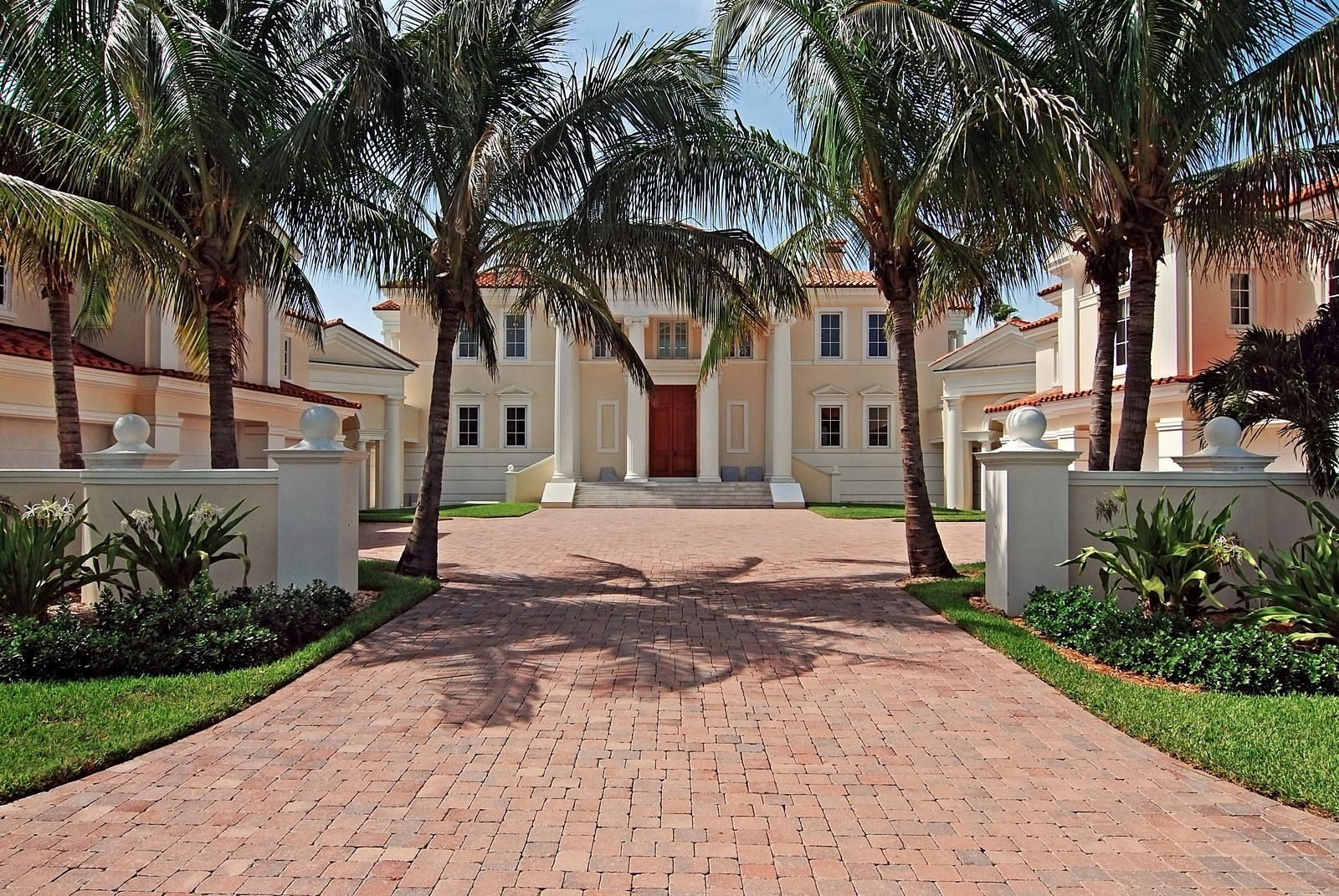 Real Estate Photography - 6874 SE Isle Way, Stuart, FL, 34996 - Front View