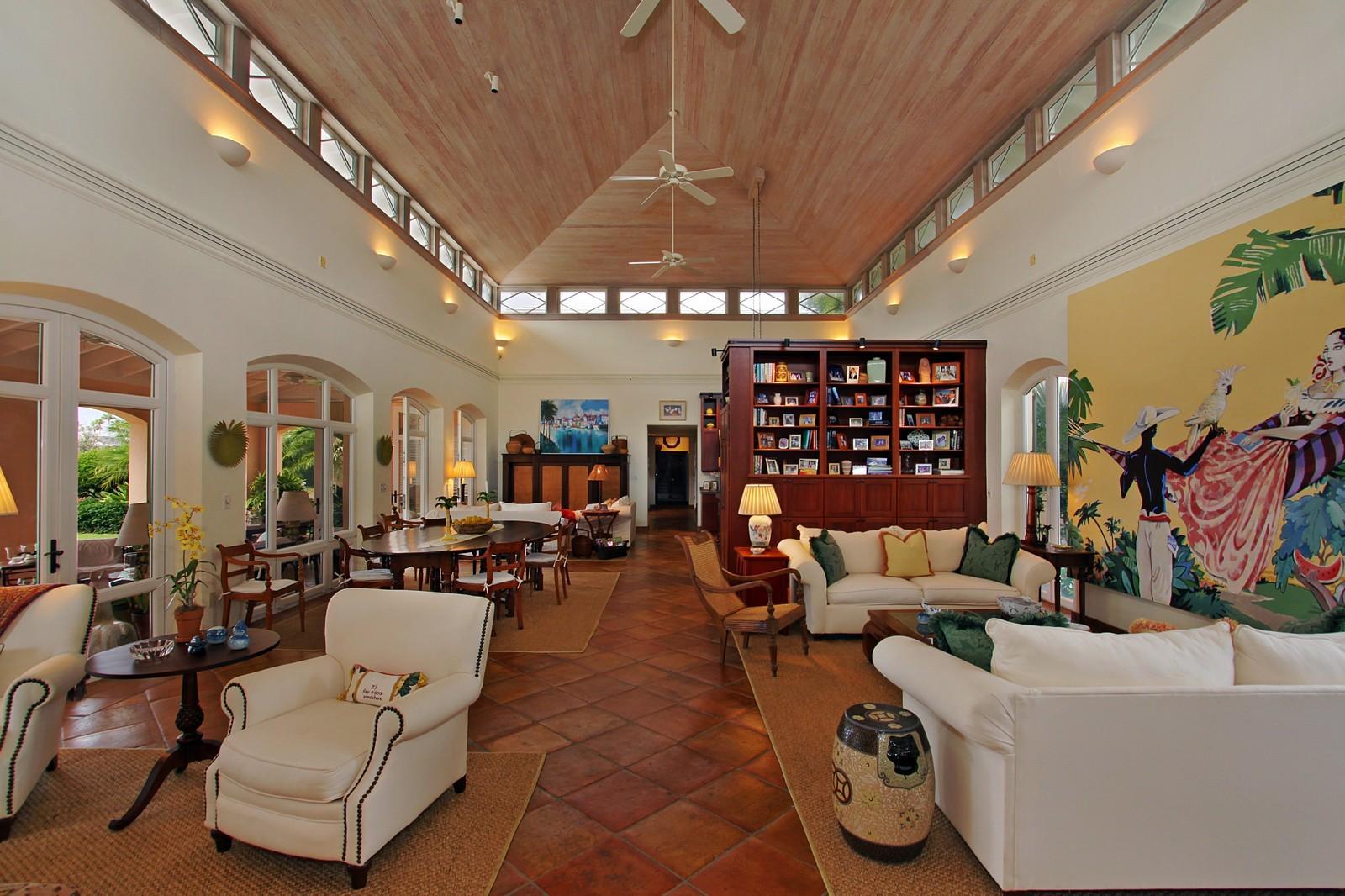Real Estate Photography - 6840 SE Harbor Cir, Stuart, FL, 34996 - Great Room