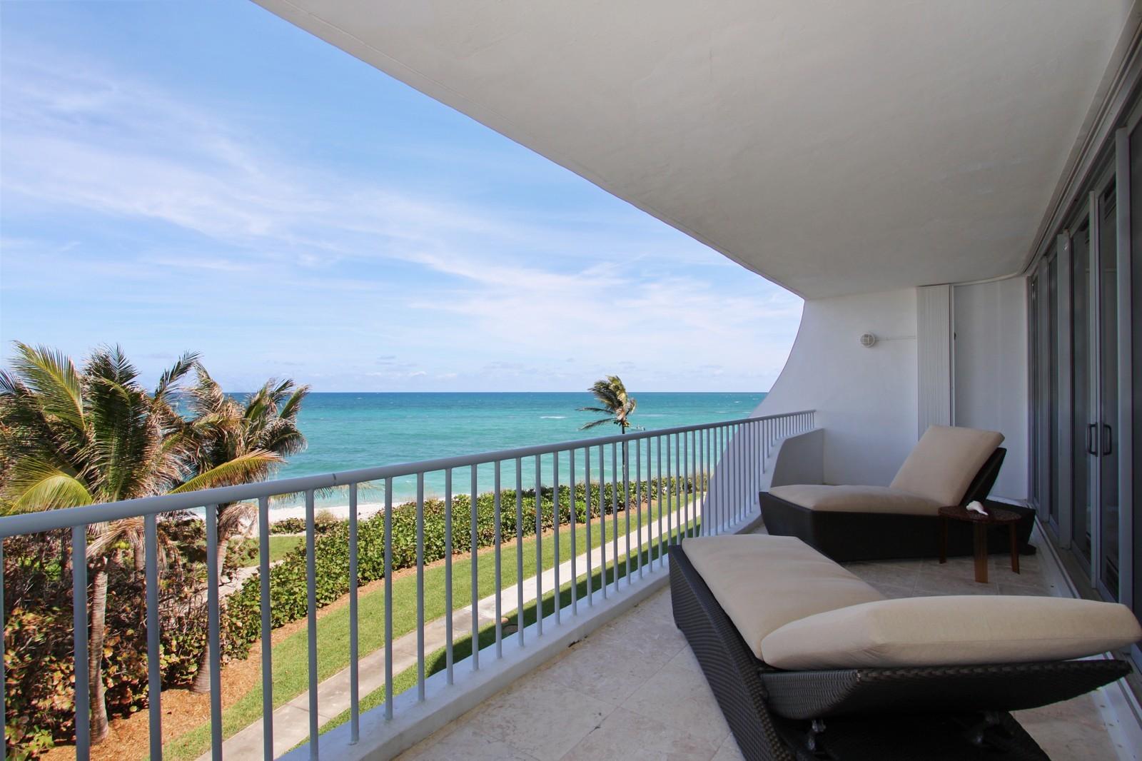 Real Estate Photography - 2001 SE Sailfish Point Blvd, Unit 318, Stuart, FL, 34996 - Balcony