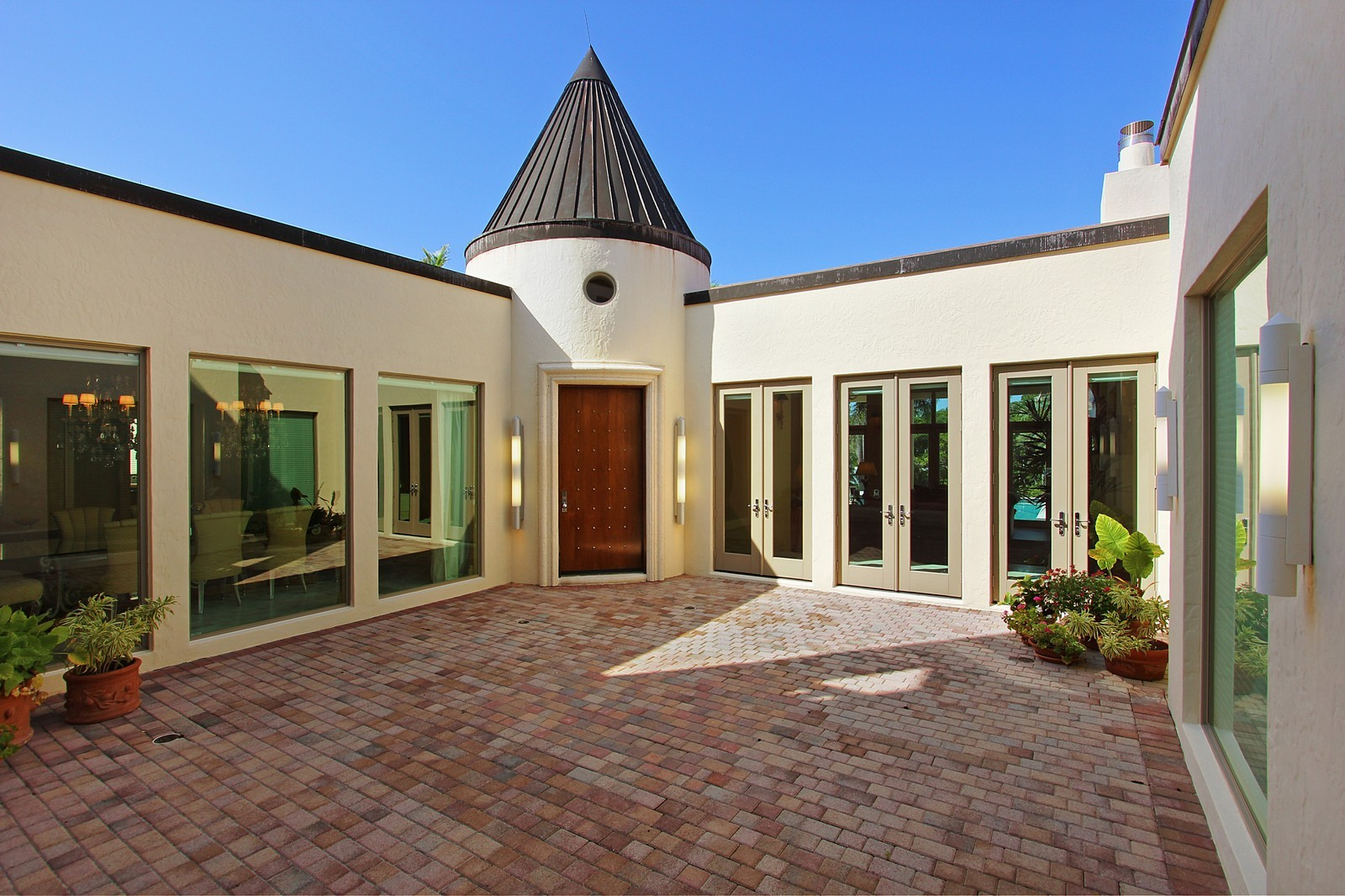 Real Estate Photography - 6814 SE Isle Way, Stuart, FL, 34996 - Courtyard