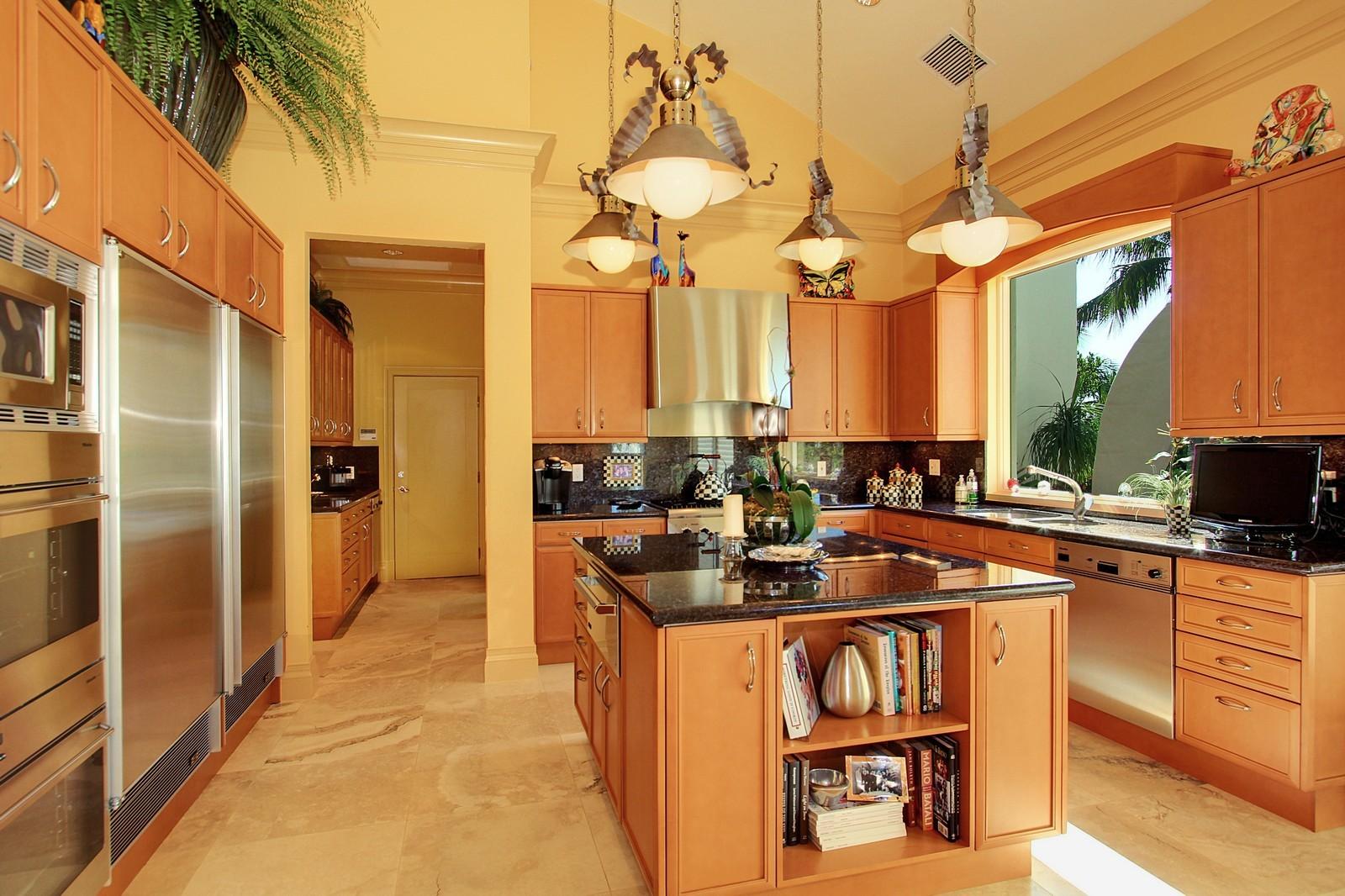 Real Estate Photography - 6814 SE Isle Way, Stuart, FL, 34996 - Kitchen