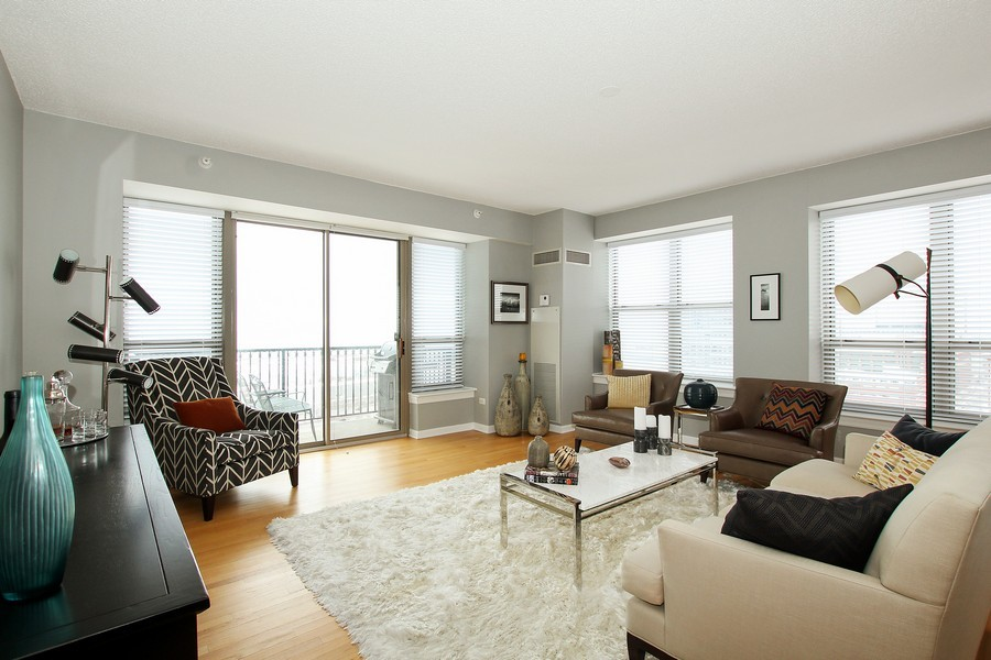Real Estate Photography - 1717 S Prairie, Unit 1910, Chicago, IL, 60616 - Living Room