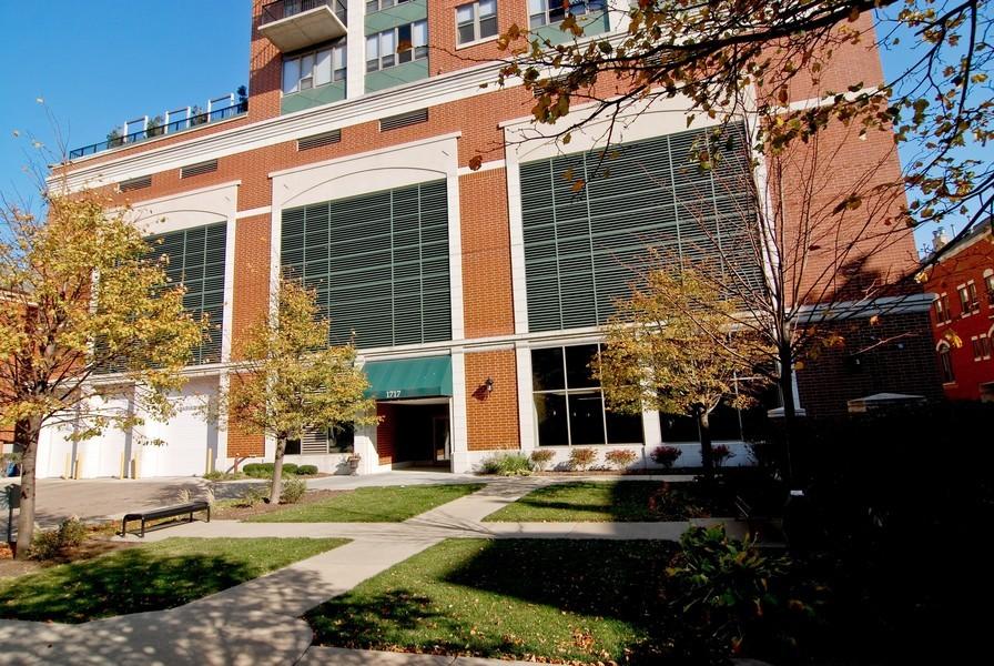 Real Estate Photography - 1717 S Prairie, Unit 1910, Chicago, IL, 60616 - Front View