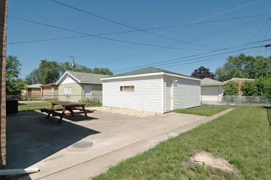 Real Estate Photography - 14319 Kimbark Ave, Dolton, IL, 60419 - Back Yard