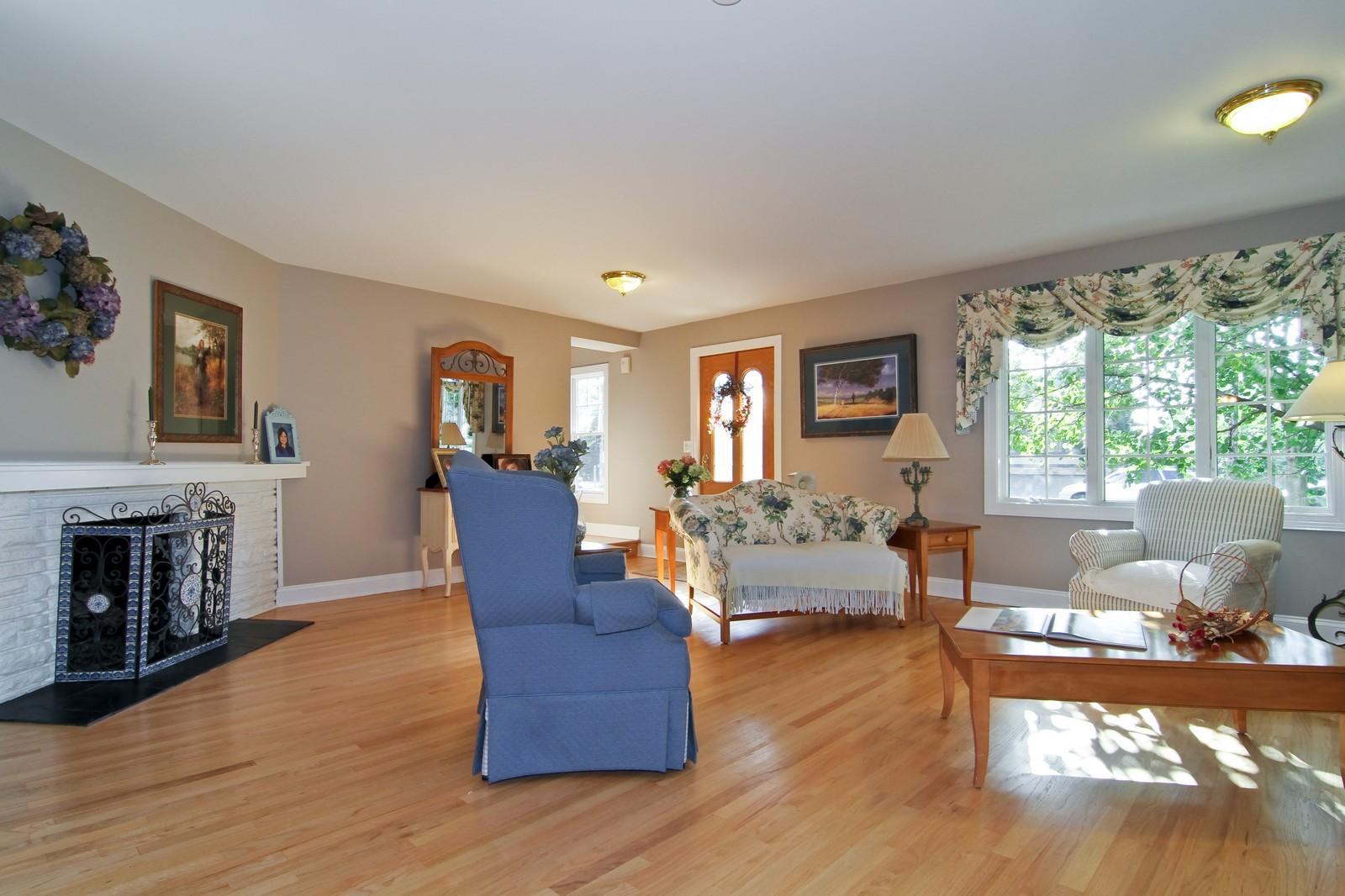 Real Estate Photography - 441 Edgewood Dr, La Grange, IL, 60525 - Living Room