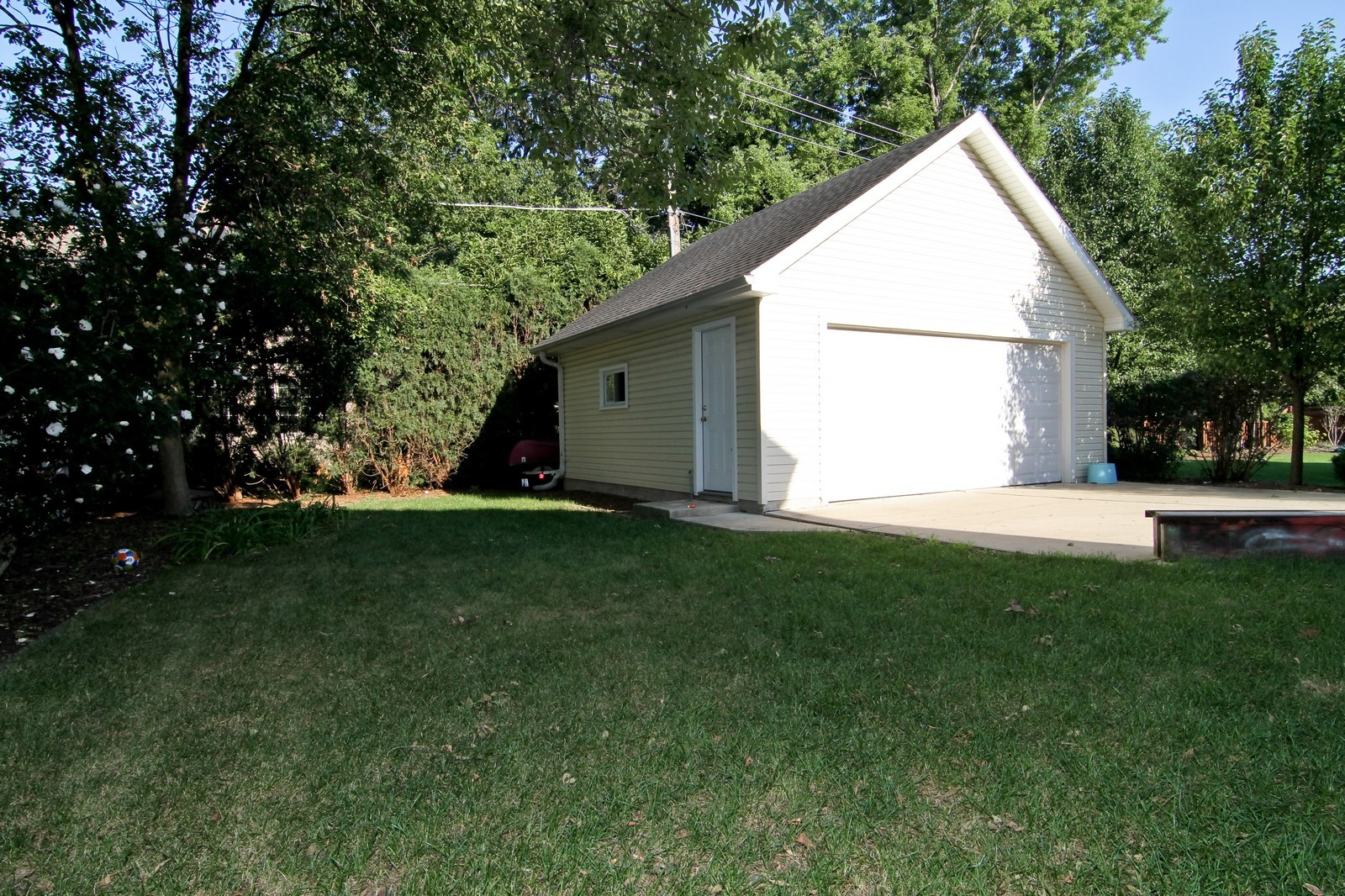 Real Estate Photography - 441 Edgewood Dr, La Grange, IL, 60525 - Back Yard
