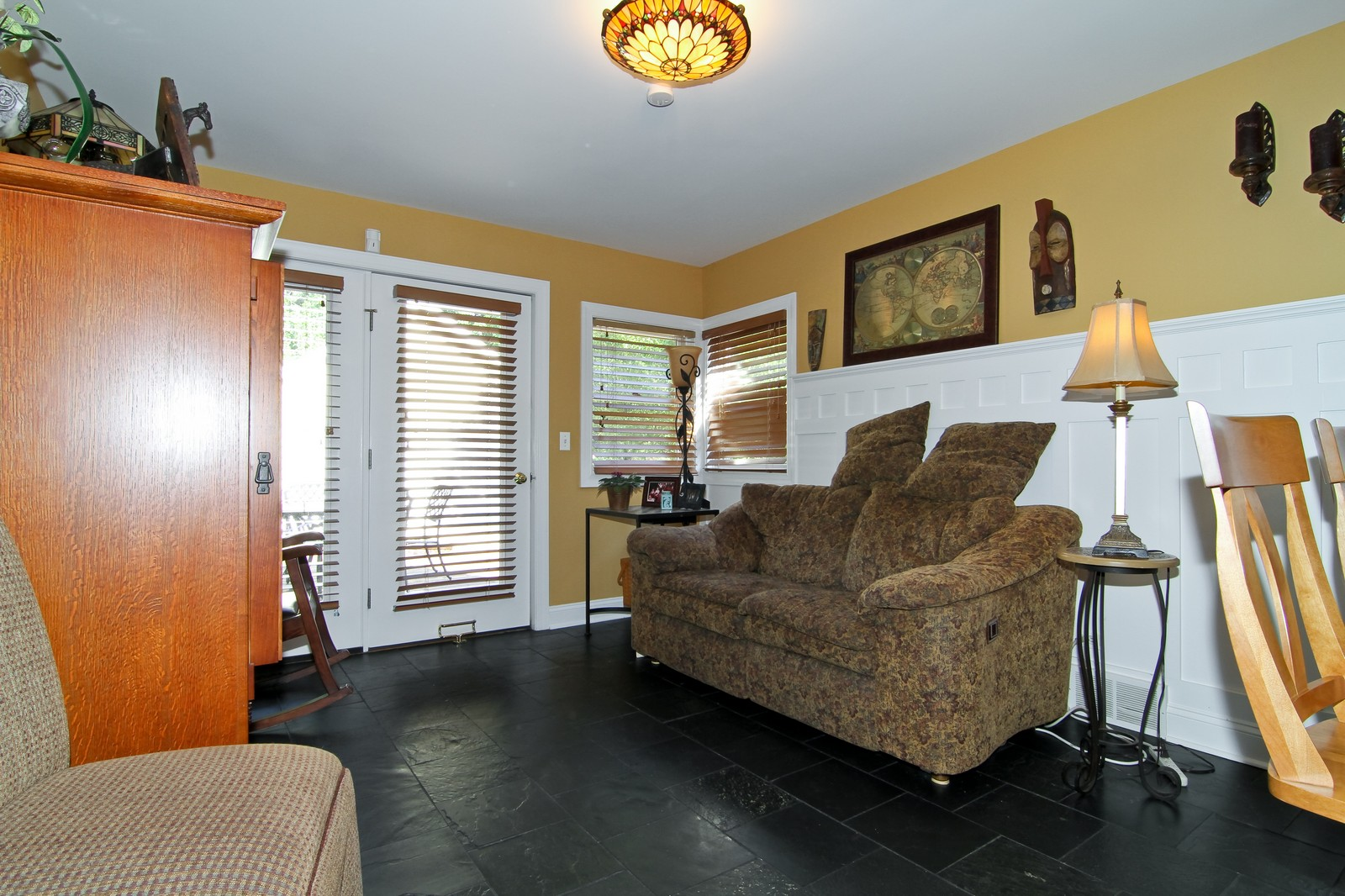 Real Estate Photography - 441 Edgewood Dr, La Grange, IL, 60525 - Family Room