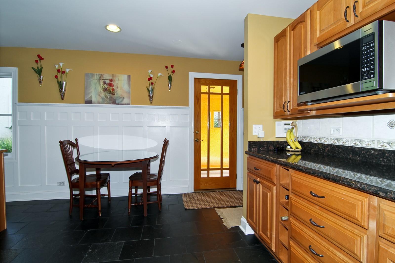 Real Estate Photography - 441 Edgewood Dr, La Grange, IL, 60525 - Breakfast Area