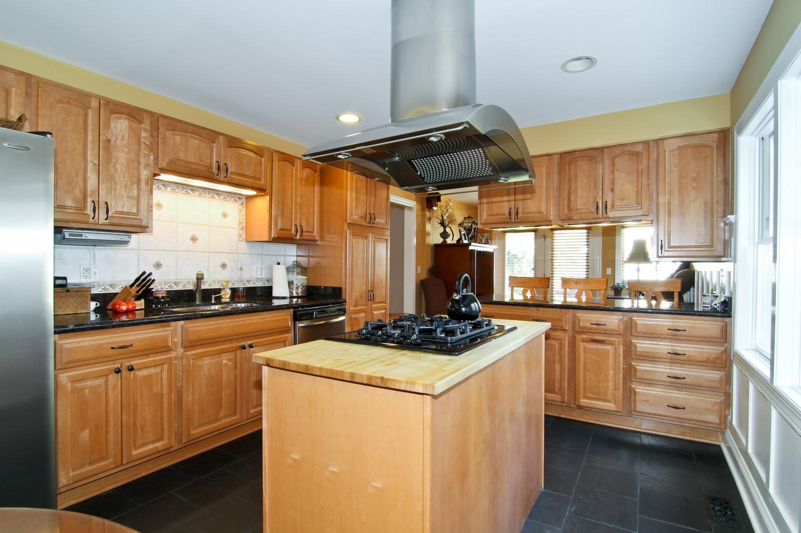 Real Estate Photography - 441 Edgewood Dr, La Grange, IL, 60525 - Kitchen
