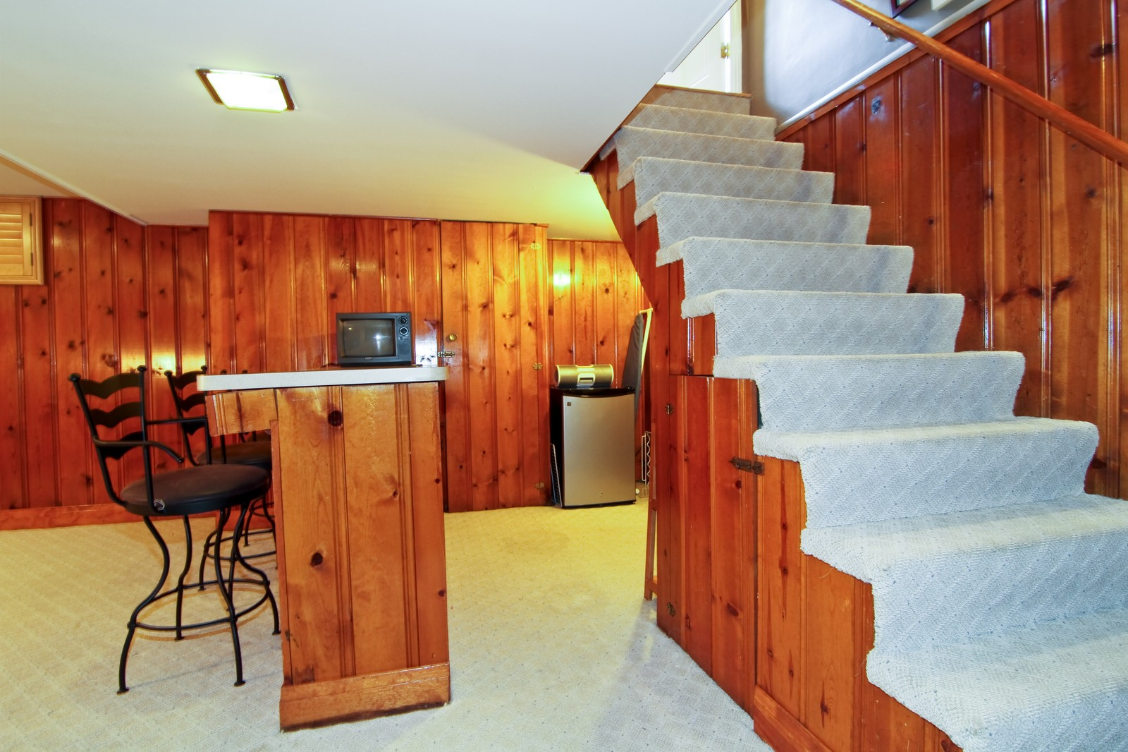 Real Estate Photography - 441 Edgewood Dr, La Grange, IL, 60525 - Bar
