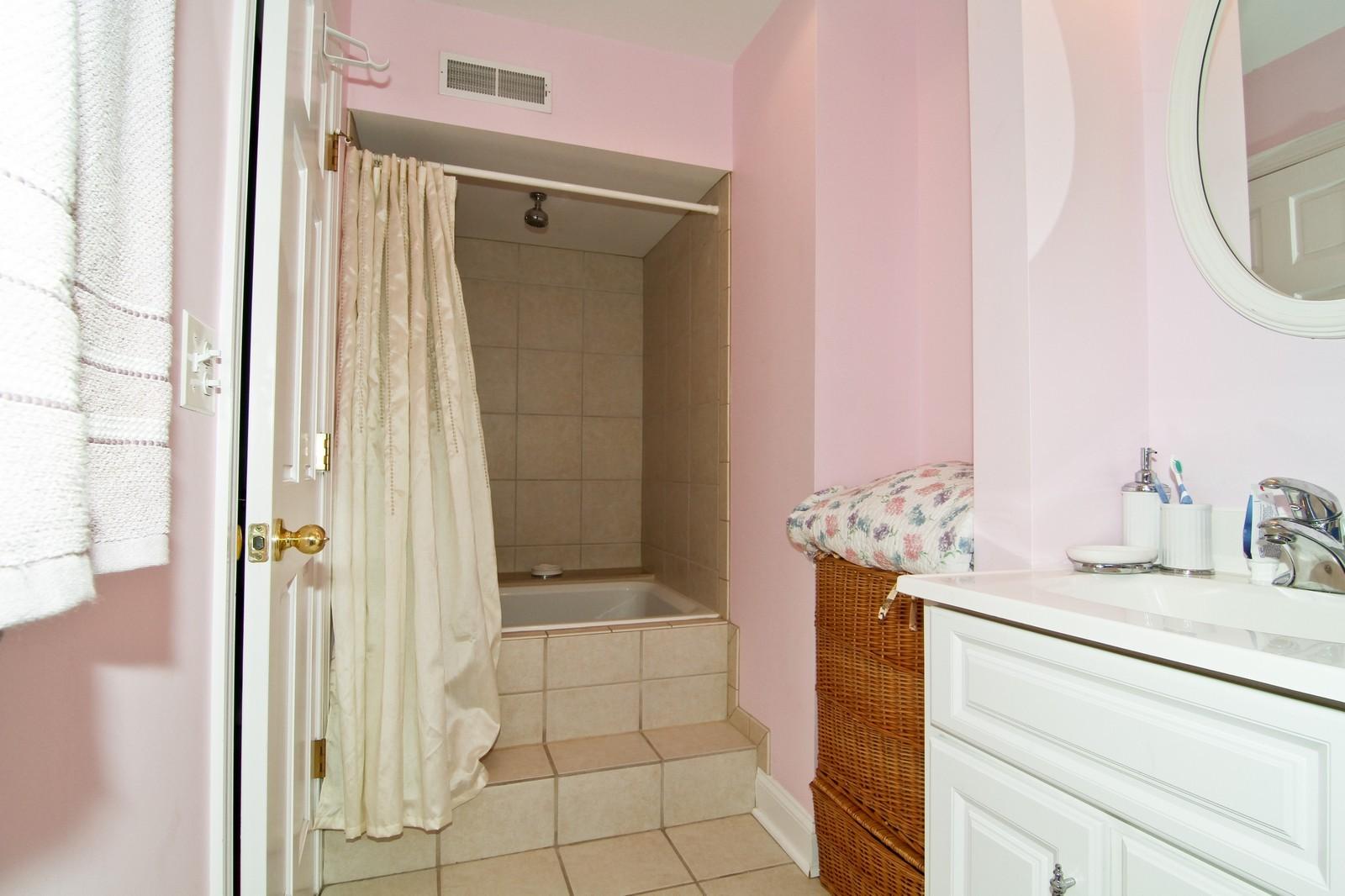 Real Estate Photography - 441 Edgewood Dr, La Grange, IL, 60525 - Bathroom