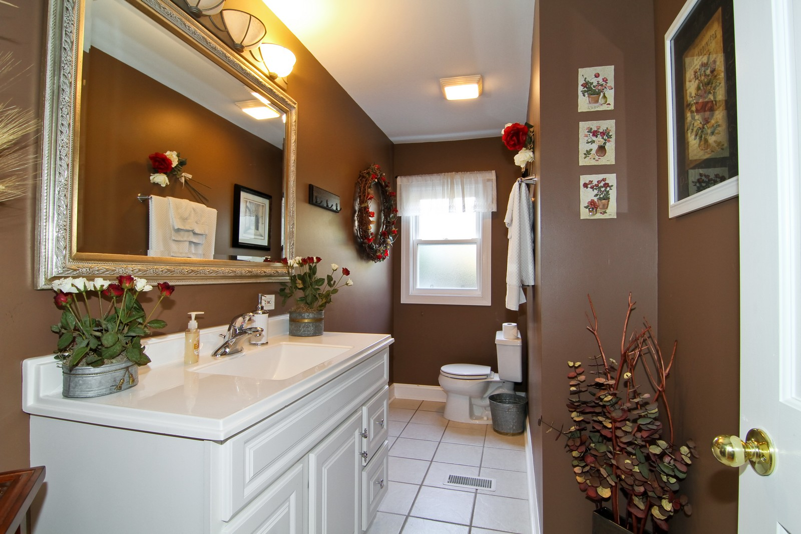 Real Estate Photography - 441 Edgewood Dr, La Grange, IL, 60525 - 2nd Bathroom
