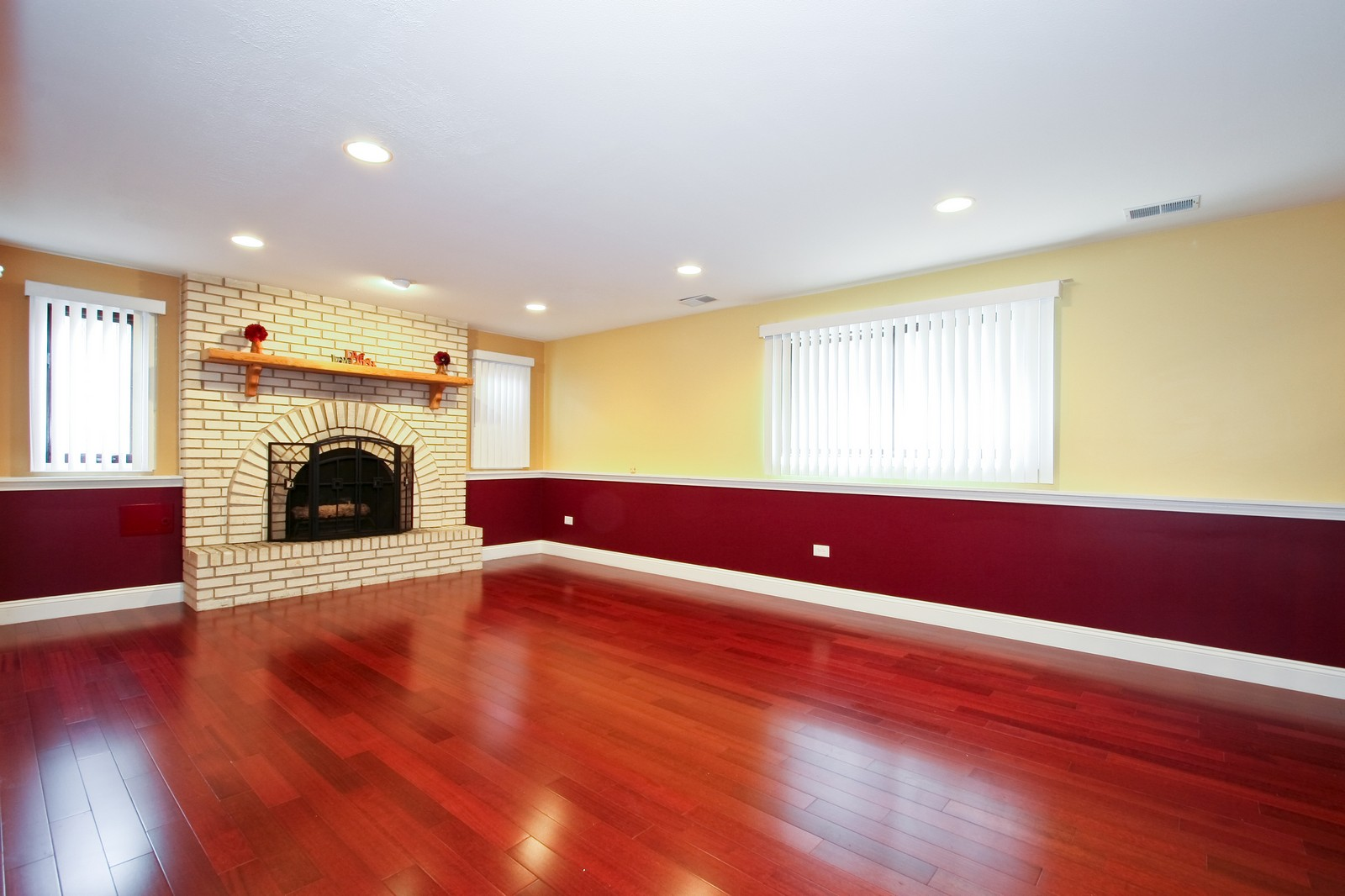 Real Estate Photography - 2728 W 91st St, Evergreen Park, IL, 60805 - Family Room