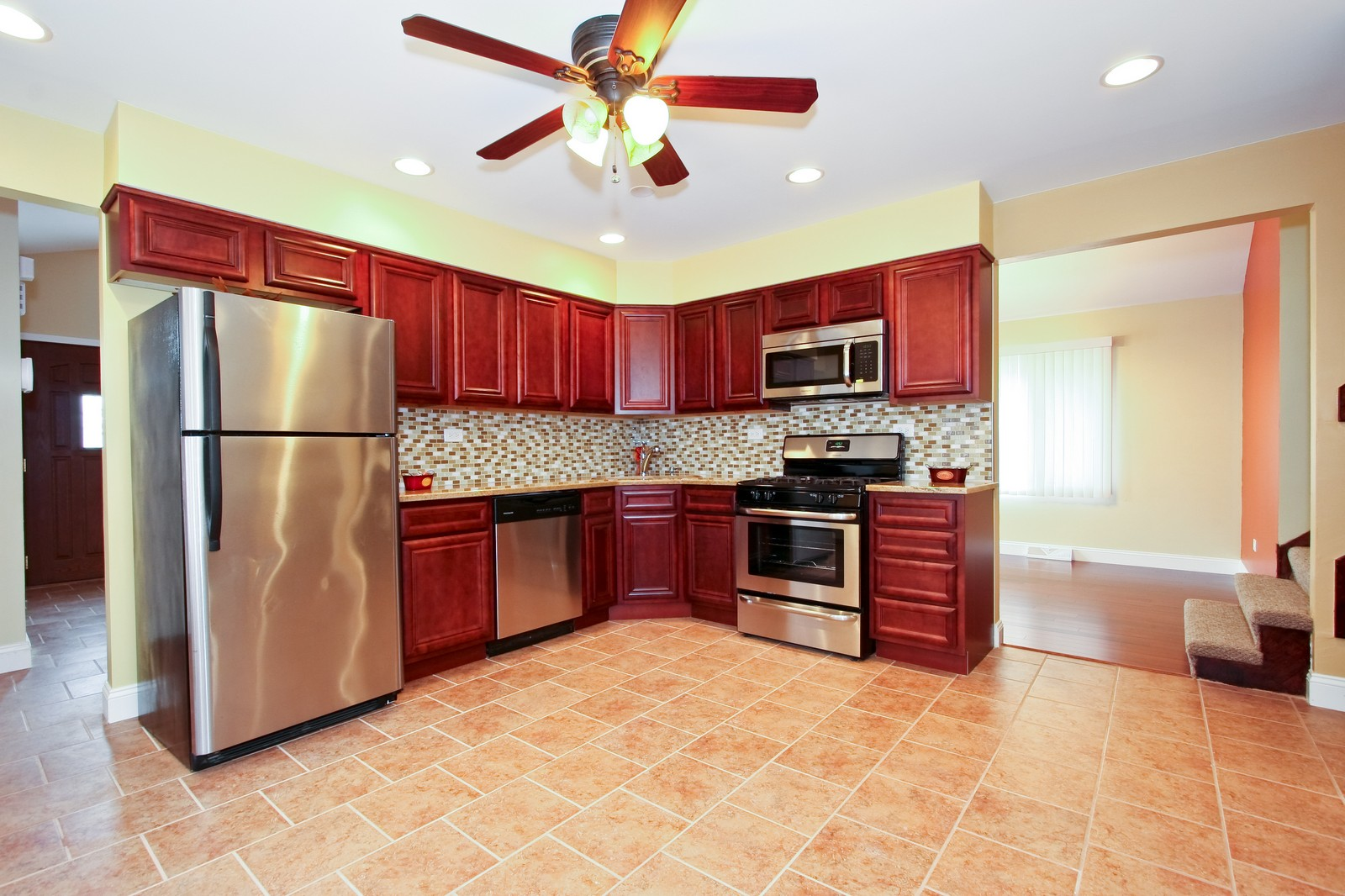 Real Estate Photography - 2728 W 91st St, Evergreen Park, IL, 60805 - Kitchen
