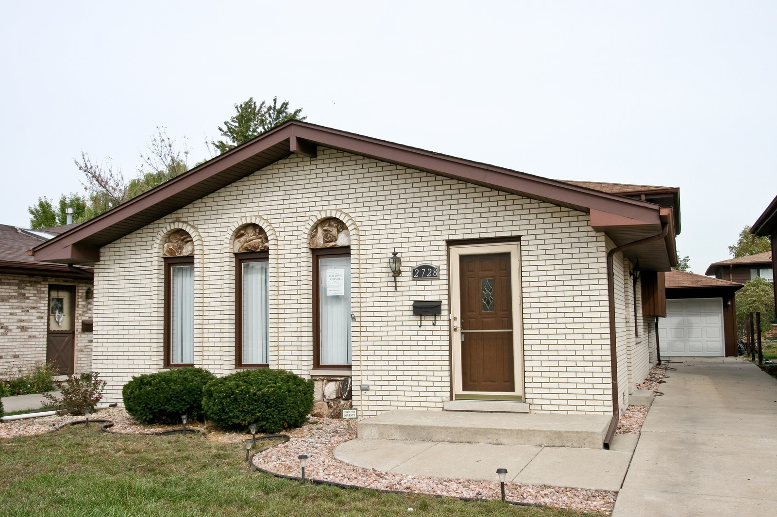 Real Estate Photography - 2728 W 91st St, Evergreen Park, IL, 60805 - Front View