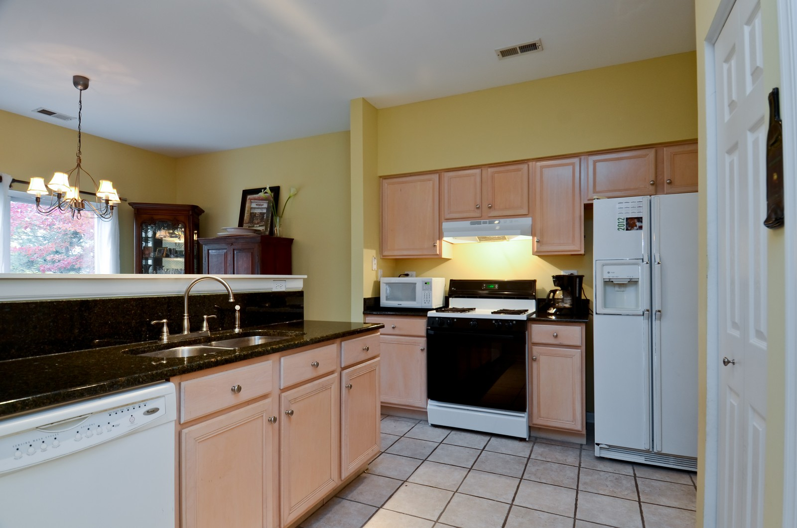 Real Estate Photography - 2822 Collins, Naperville, IL, 60540 - Kitchen