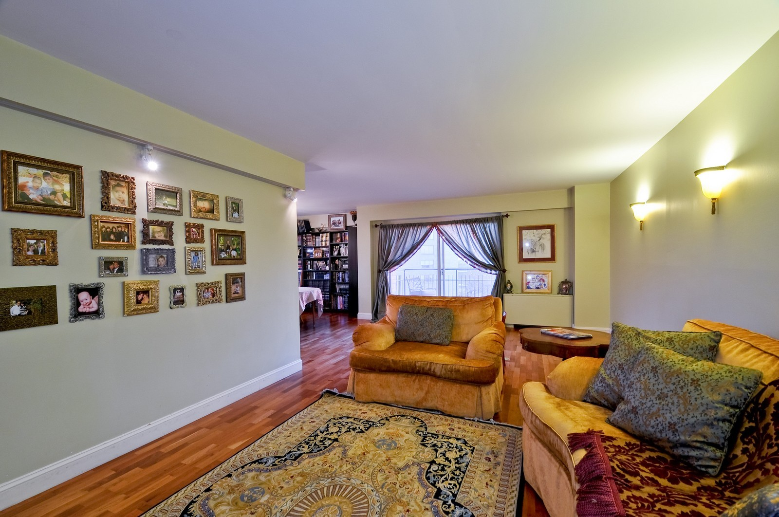Real Estate Photography - 7033 N Kedzie Ave, Unit 701, Chicago, IL, 60645 - Living Room