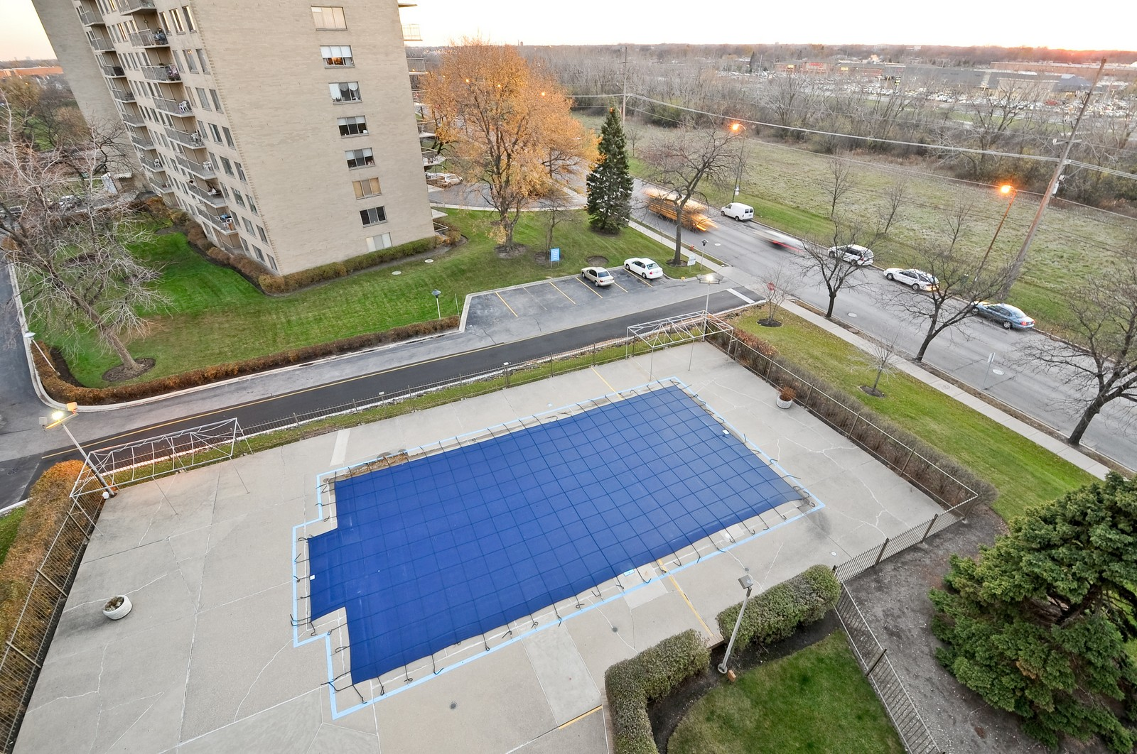 Real Estate Photography - 7033 N Kedzie Ave, Unit 701, Chicago, IL, 60645 - Pool