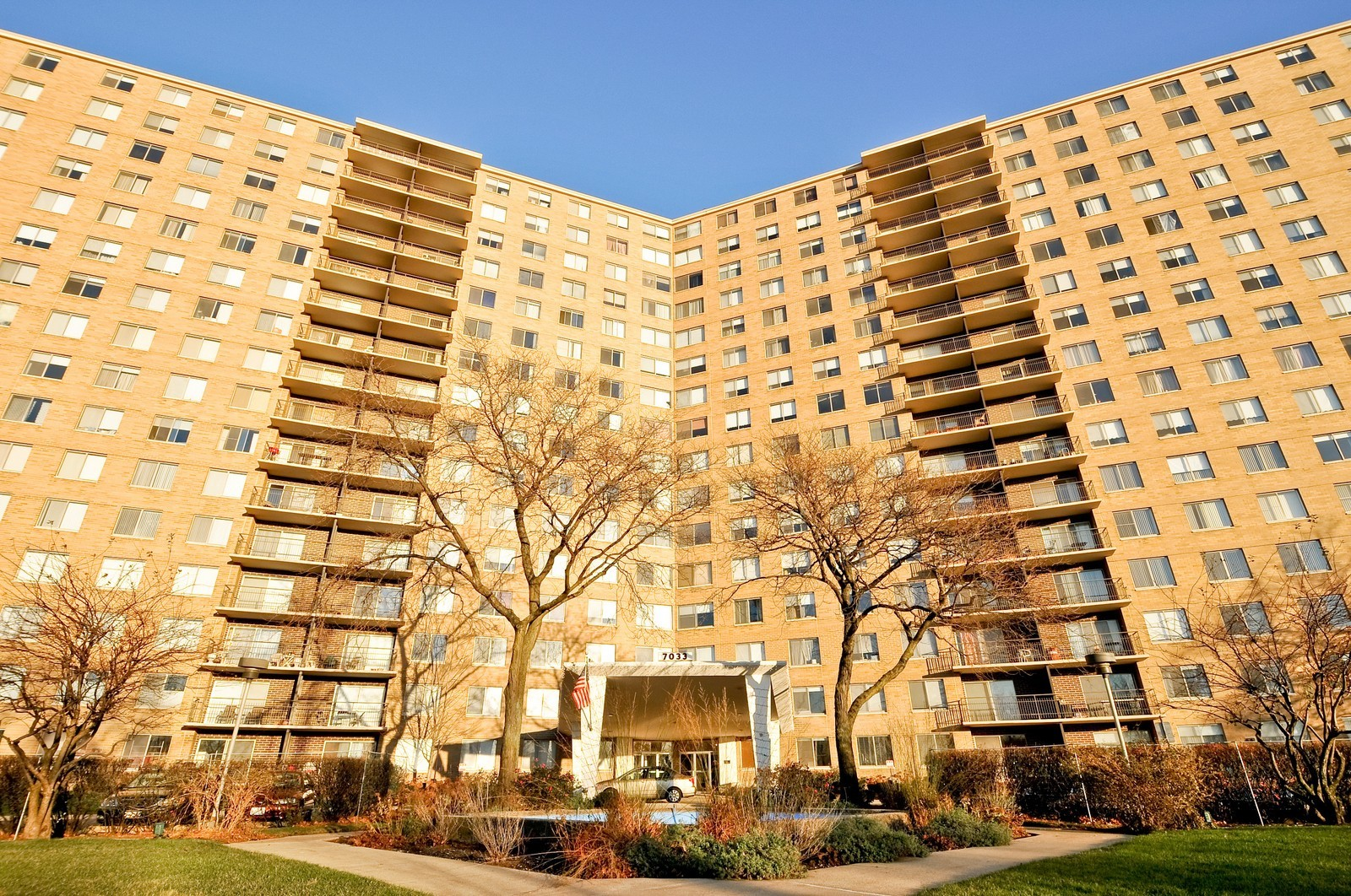 Real Estate Photography - 7033 N Kedzie Ave, Unit 701, Chicago, IL, 60645 - Front View