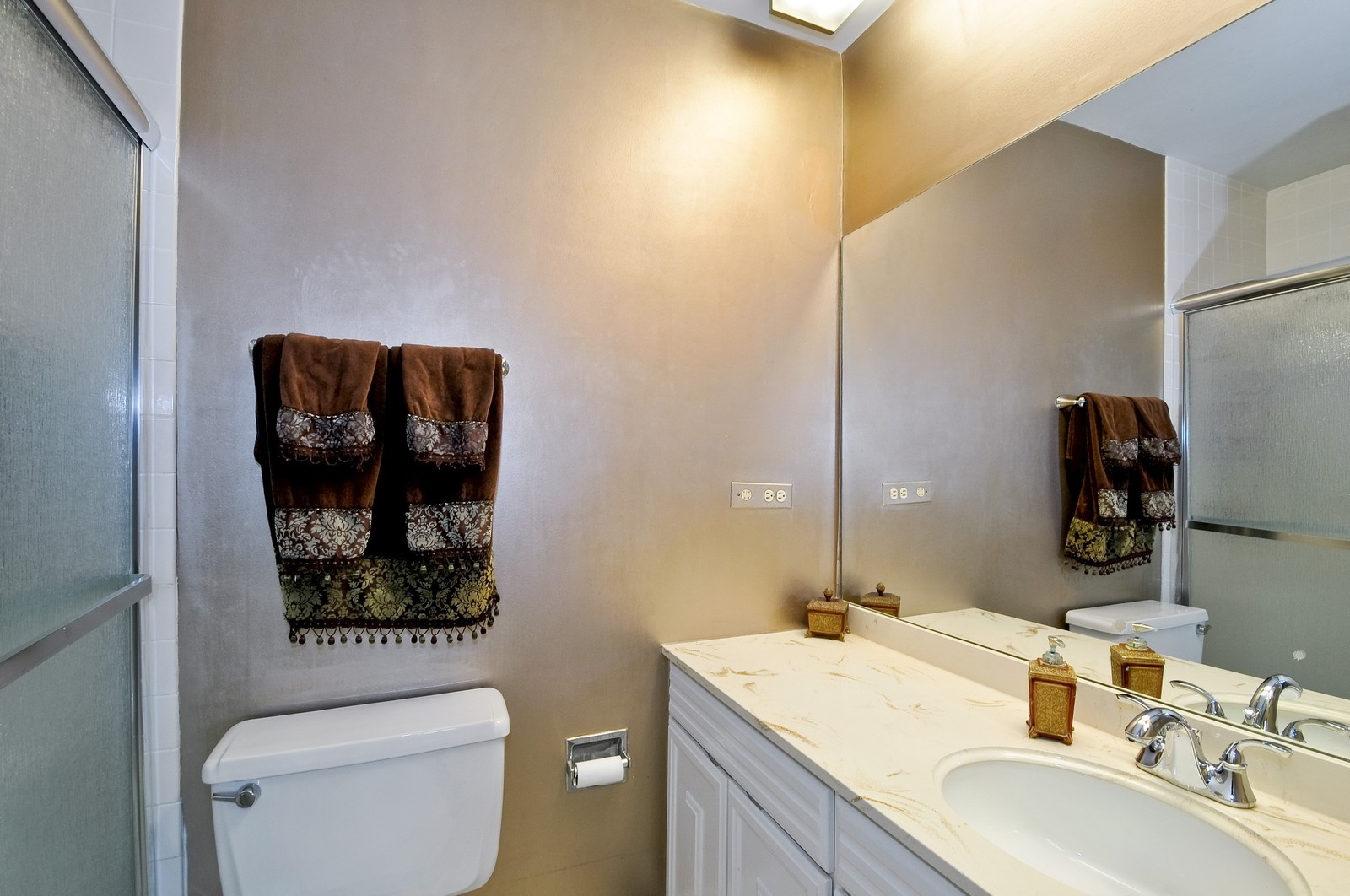 Real Estate Photography - 7033 N Kedzie Ave, Unit 701, Chicago, IL, 60645 - 2nd Bathroom