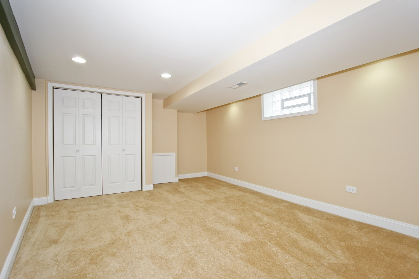 Real Estate Photography - 1025 E 156th St, Dolton, IL, 60419 - Master Bedroom