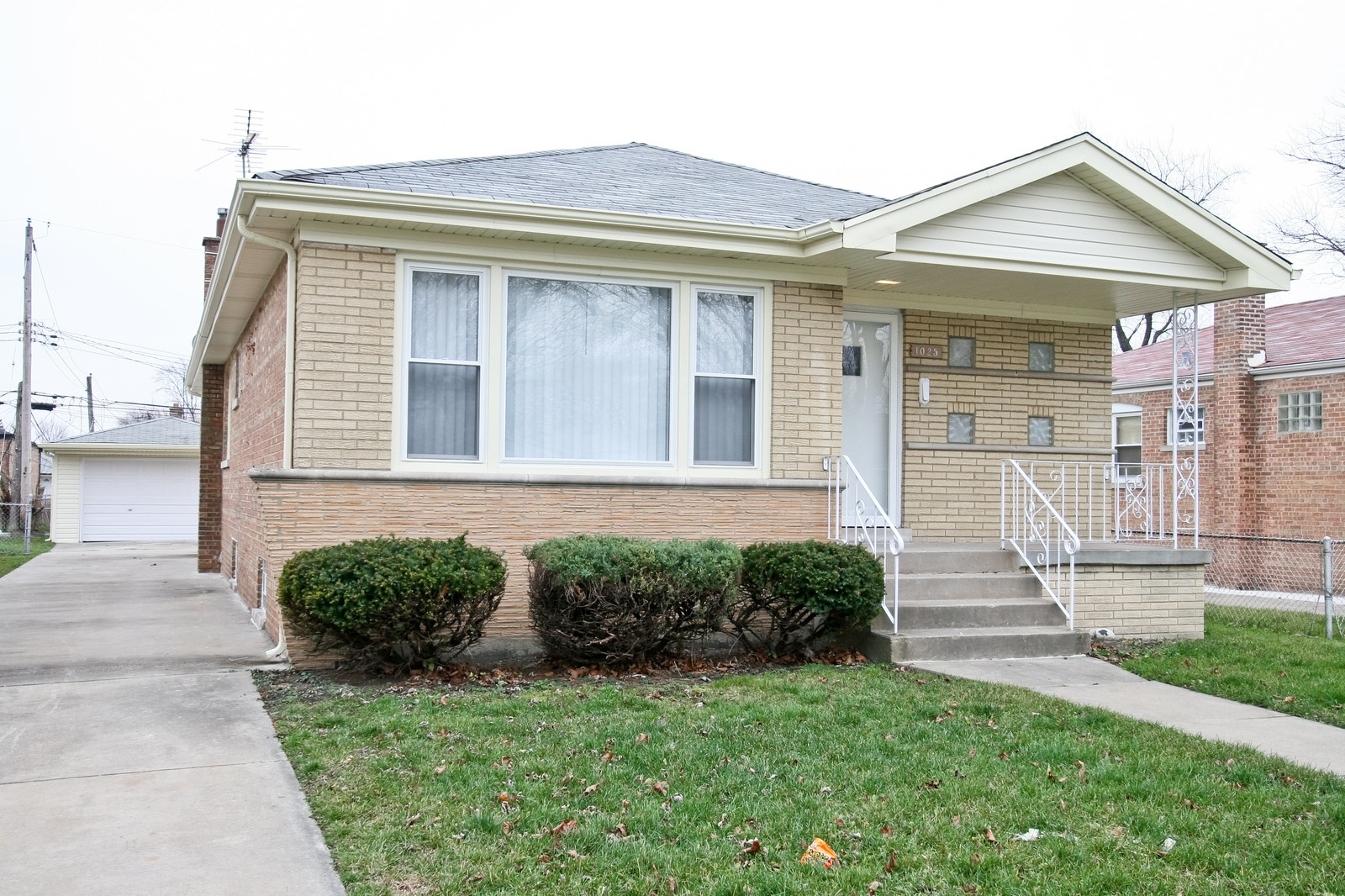 Real Estate Photography - 1025 E 156th St, Dolton, IL, 60419 - Front View