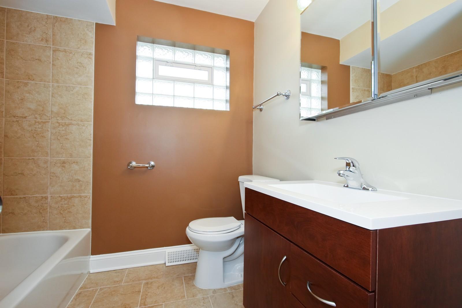 Real Estate Photography - 1025 E 156th St, Dolton, IL, 60419 - Bathroom