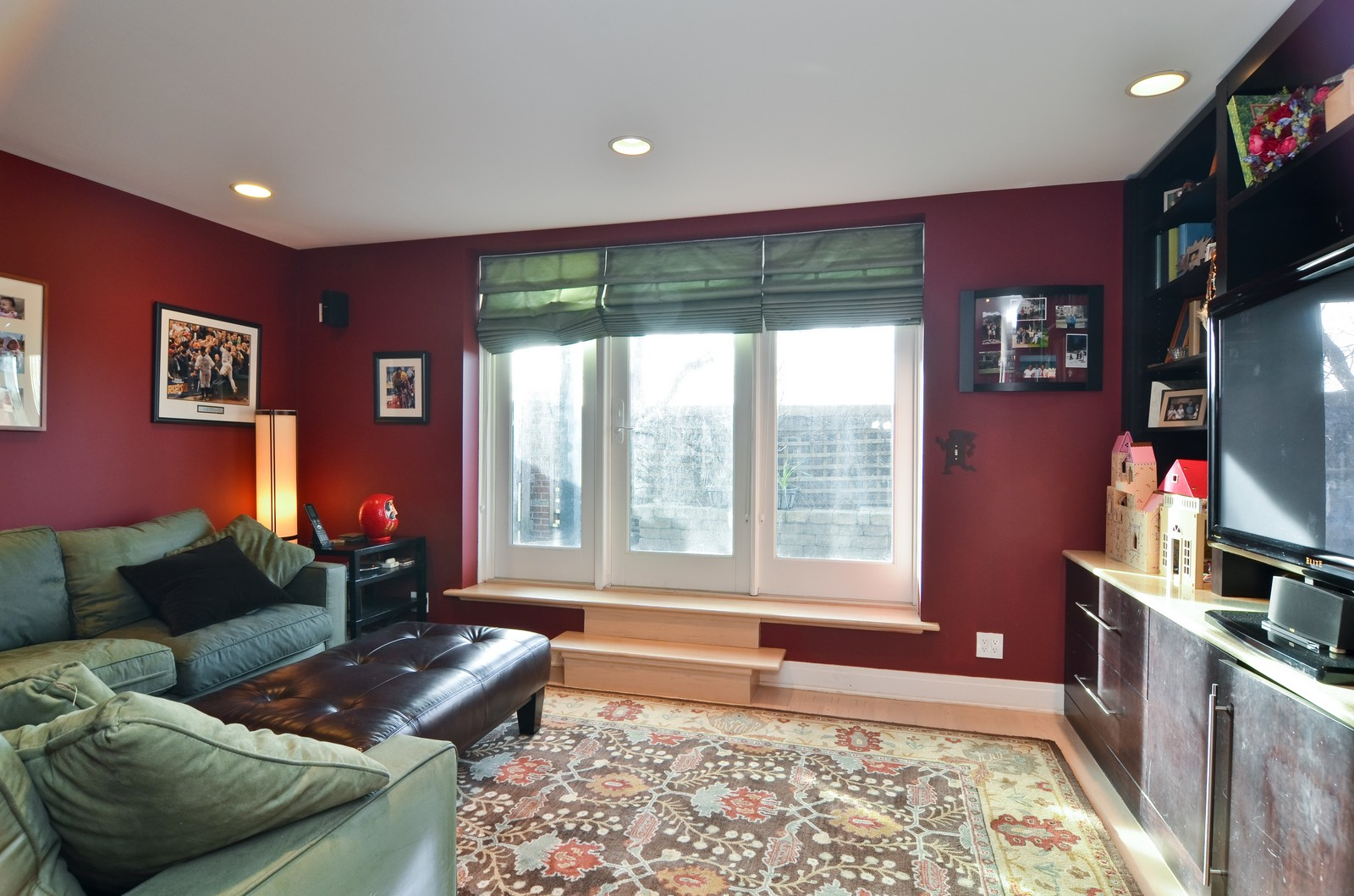 Real Estate Photography - 1347 S Clark, Chicago, IL, 60605 - Family Room