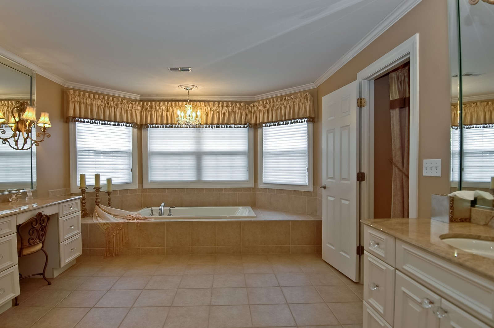 Real Estate Photography - 608 Stone Canyon Circle, Inverness, IL, 60010 - Master Bathroom