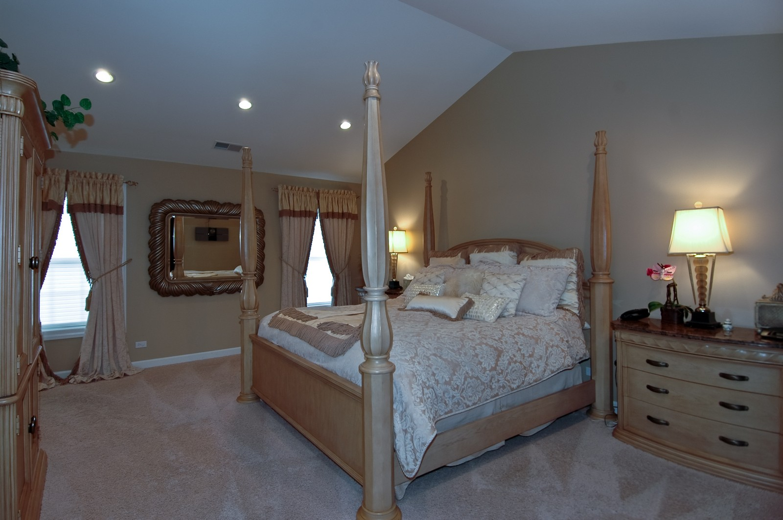 Real Estate Photography - 608 Stone Canyon Circle, Inverness, IL, 60010 - Master Bedroom