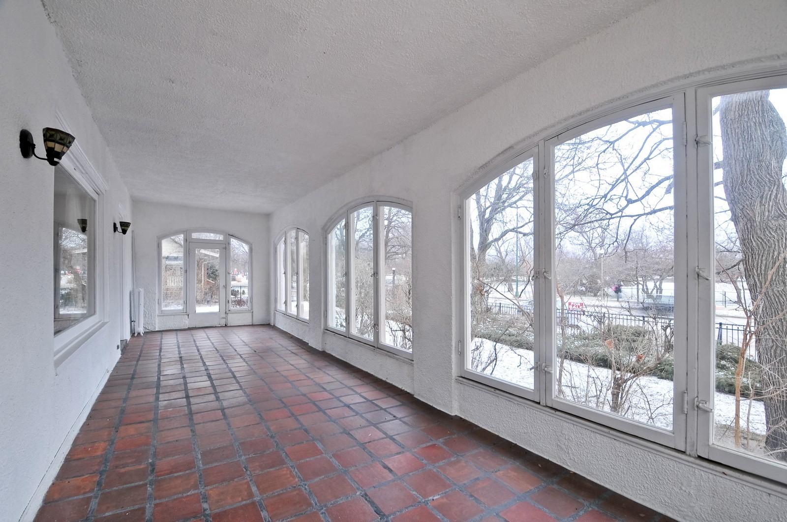 Real Estate Photography - 2226 W Pratt, Chicago, IL, 60645 - Sun Room