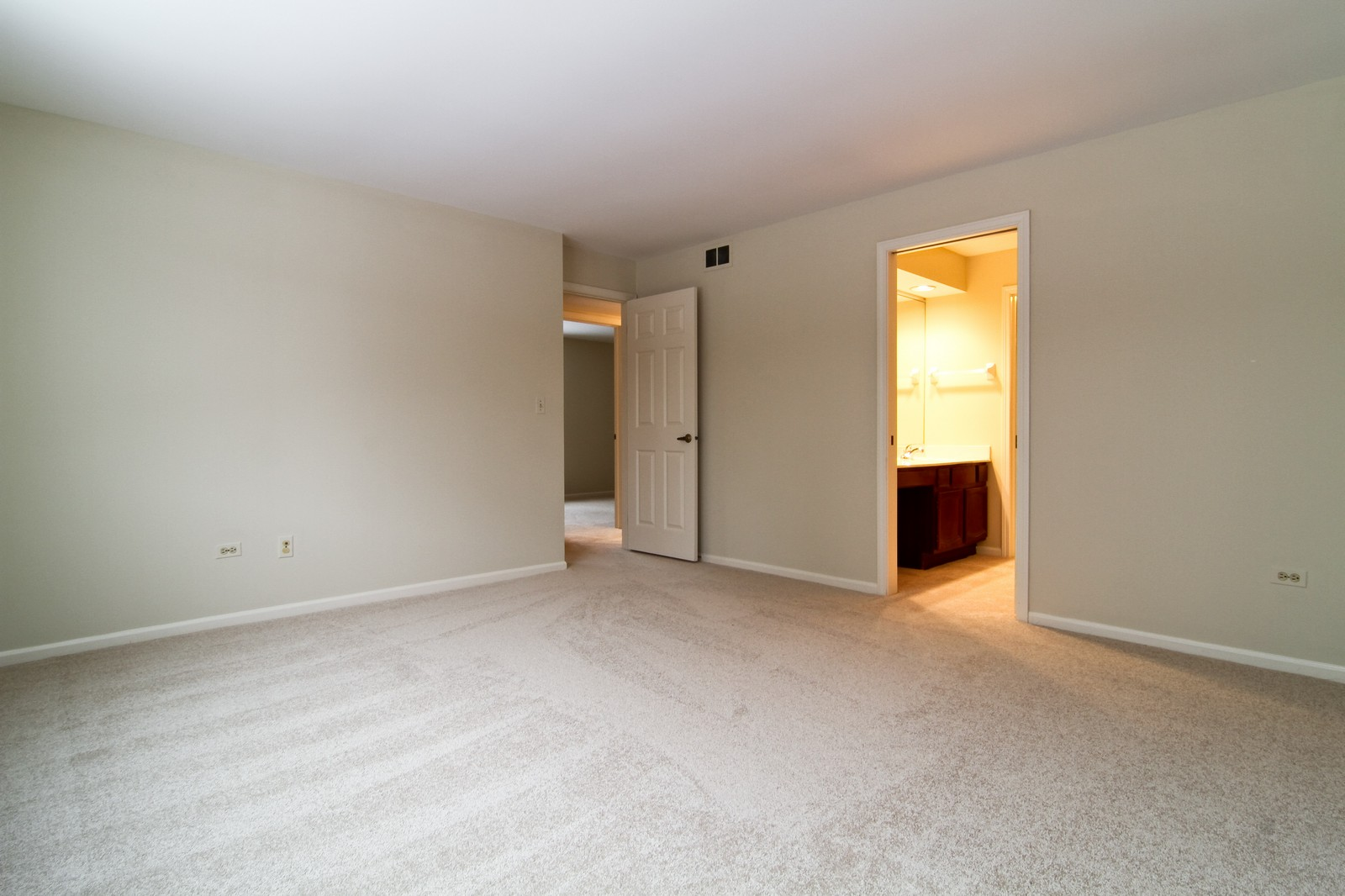 Real Estate Photography - 524 Banyon, Unit A, La Grange, IL, 60525 - Master Bedroom