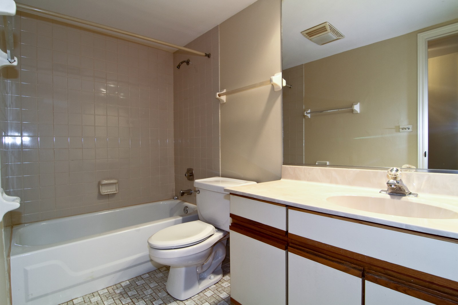 Real Estate Photography - 524 Banyon, Unit A, La Grange, IL, 60525 - Bathroom