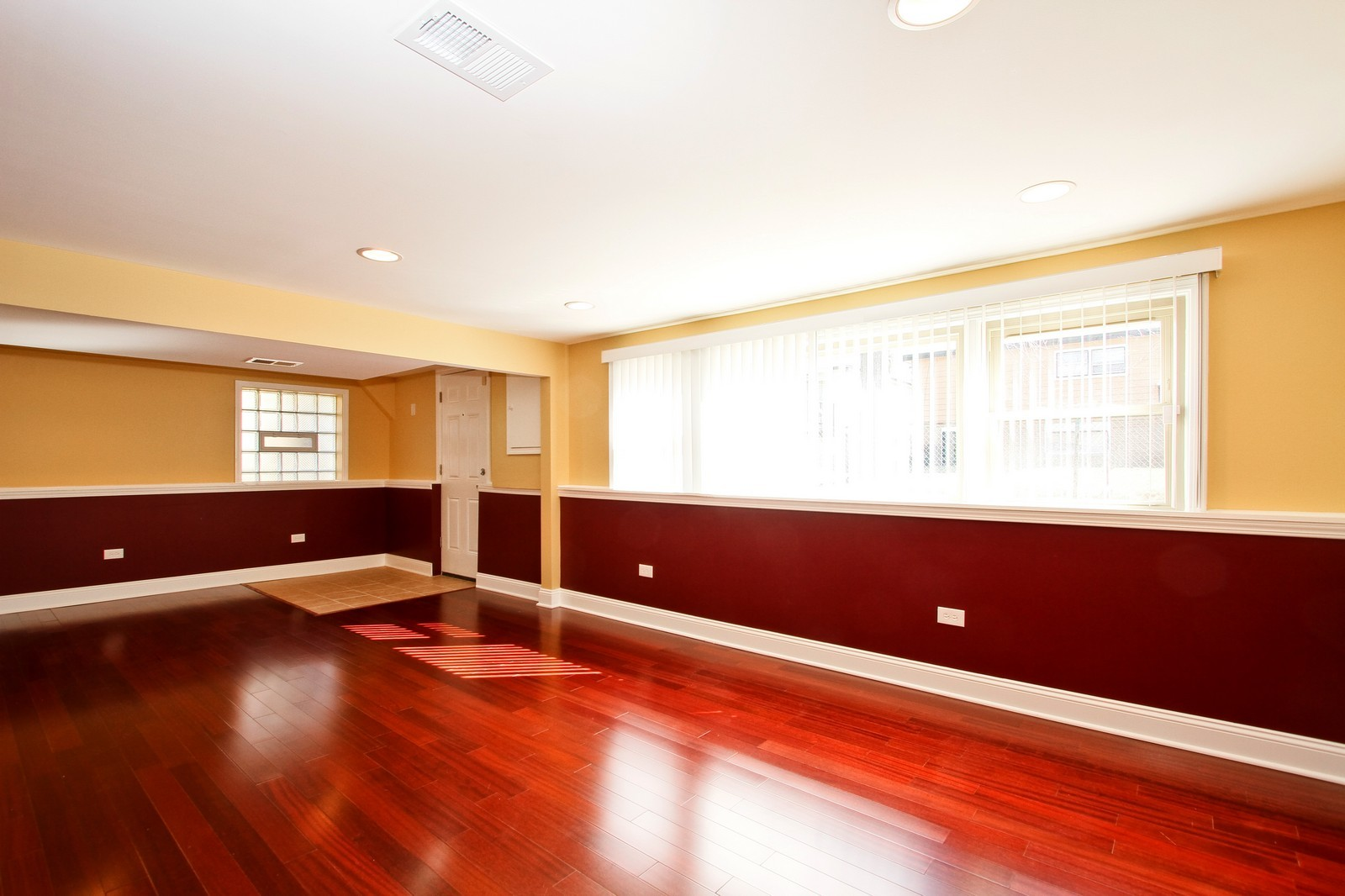 Real Estate Photography - 15435 Sunset, Dolton, IL, 60419 - Great Room