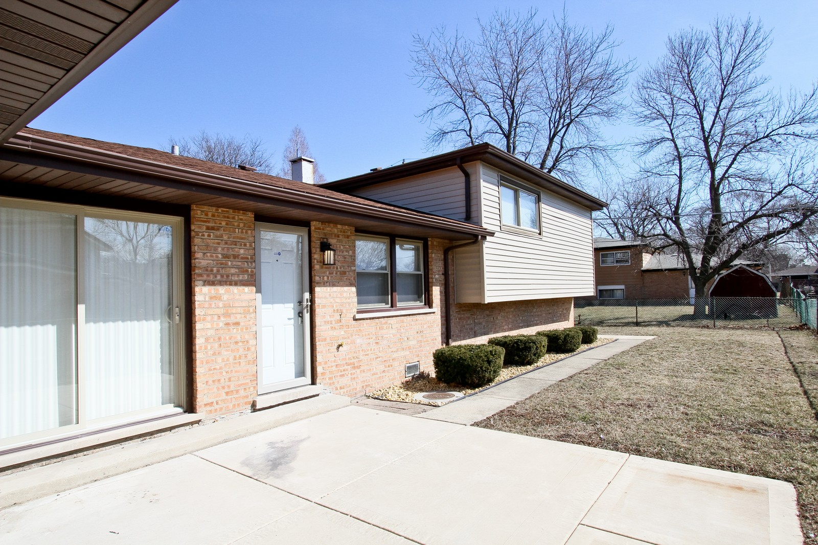 Real Estate Photography - 15435 Sunset, Dolton, IL, 60419 - Side View