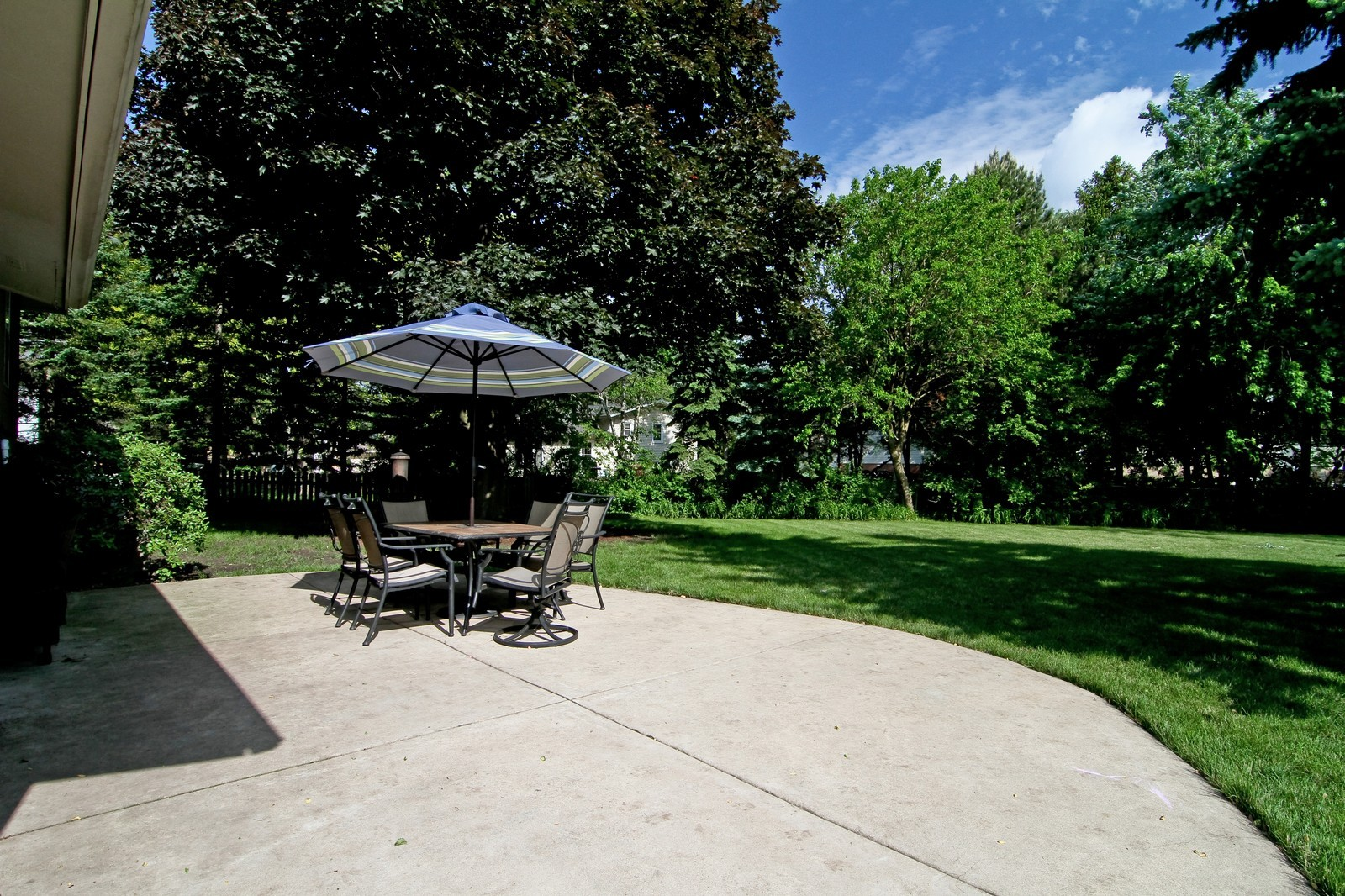 Real Estate Photography - 742 Claremont Drive, Downers Grove, IL, 60516 - Patio