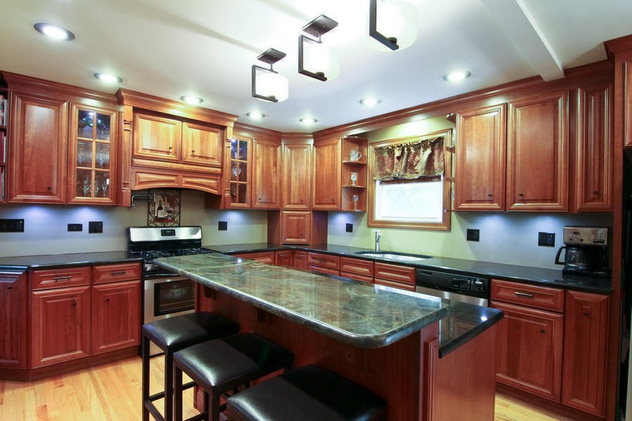 Real Estate Photography - 4733 Stonewall Avenue, Downers Grove, IL, 60515 - Kitchen
