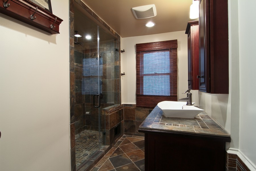 Real Estate Photography - 4733 Stonewall Avenue, Downers Grove, IL, 60515 - Bathroom