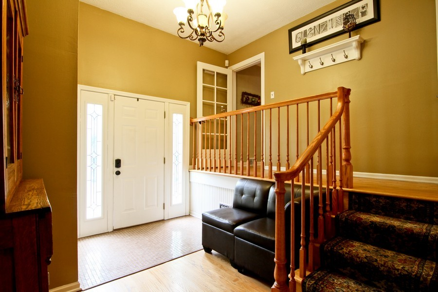 Real Estate Photography - 4733 Stonewall Avenue, Downers Grove, IL, 60515 - Entryway