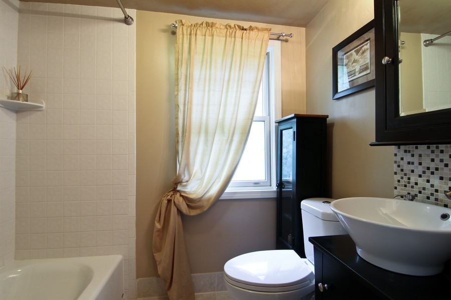 Real Estate Photography - 4733 Stonewall Avenue, Downers Grove, IL, 60515 - 2nd Bathroom