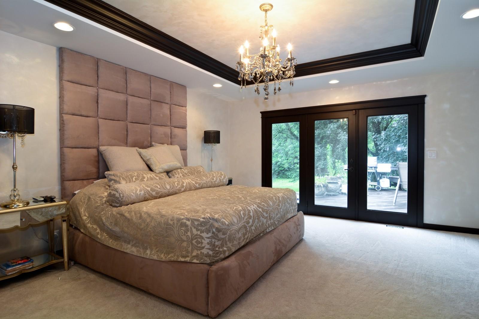 Real Estate Photography - 2S611 Arboritumn, Glen Ellyn, IL, 60137 - Master Bedroom