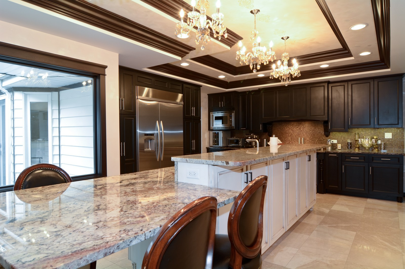 Real Estate Photography - 2S611 Arboritumn, Glen Ellyn, IL, 60137 - Kitchen