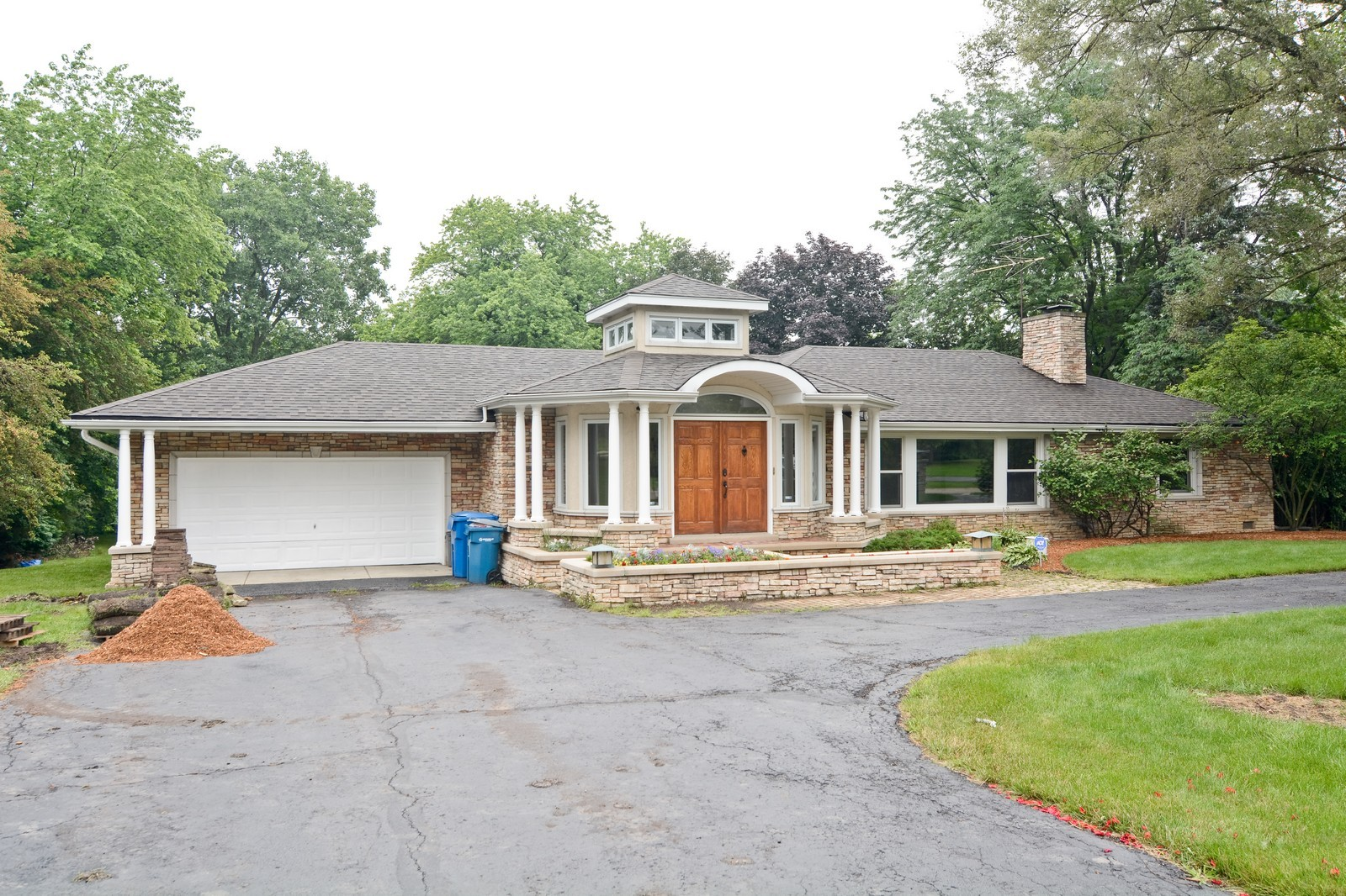 Real Estate Photography - 2S611 Arboritumn, Glen Ellyn, IL, 60137 - Front View