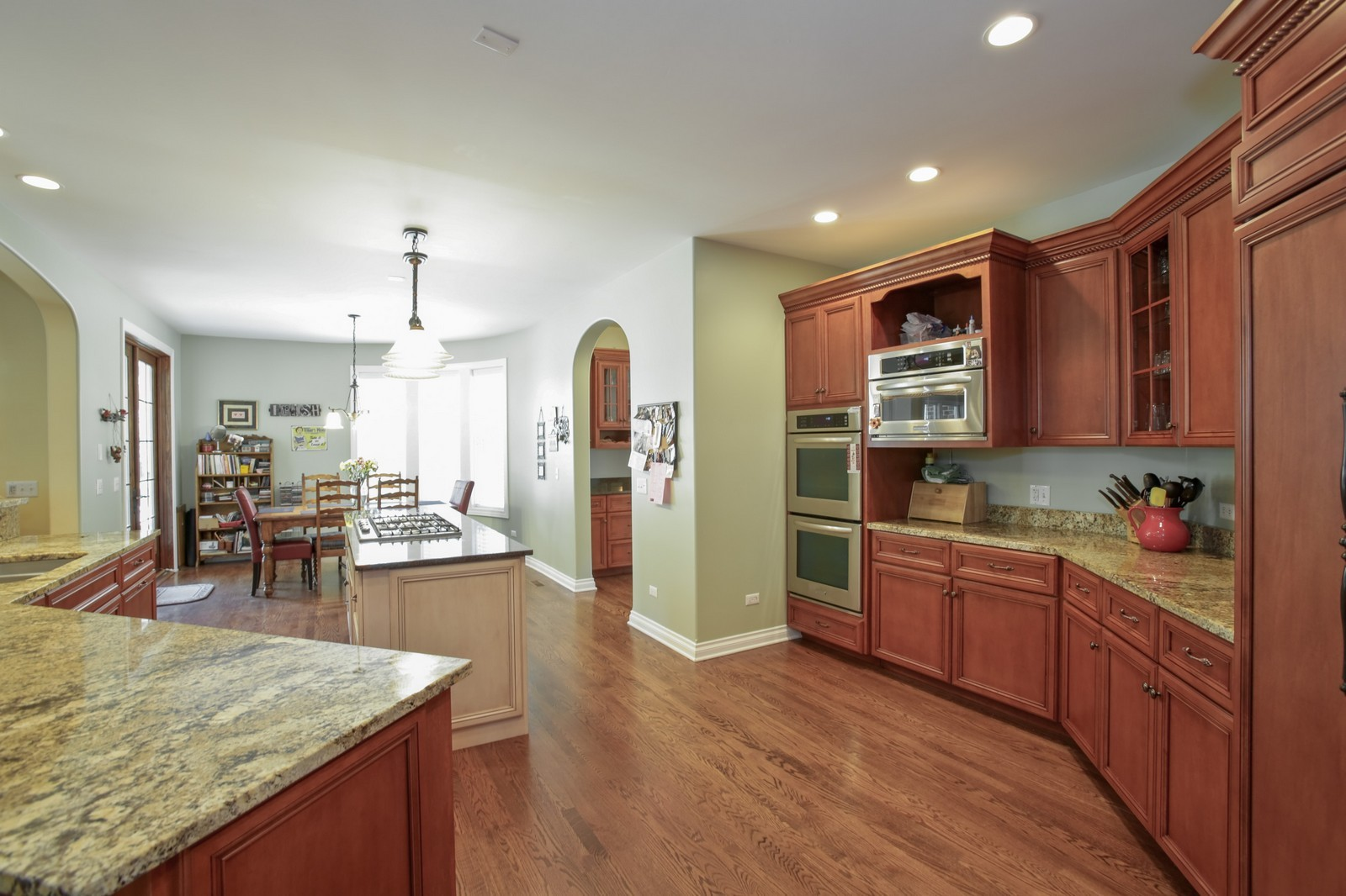 Real Estate Photography - 4740 Saratoga, Downers Grove, IL, 60515 - Kitchen