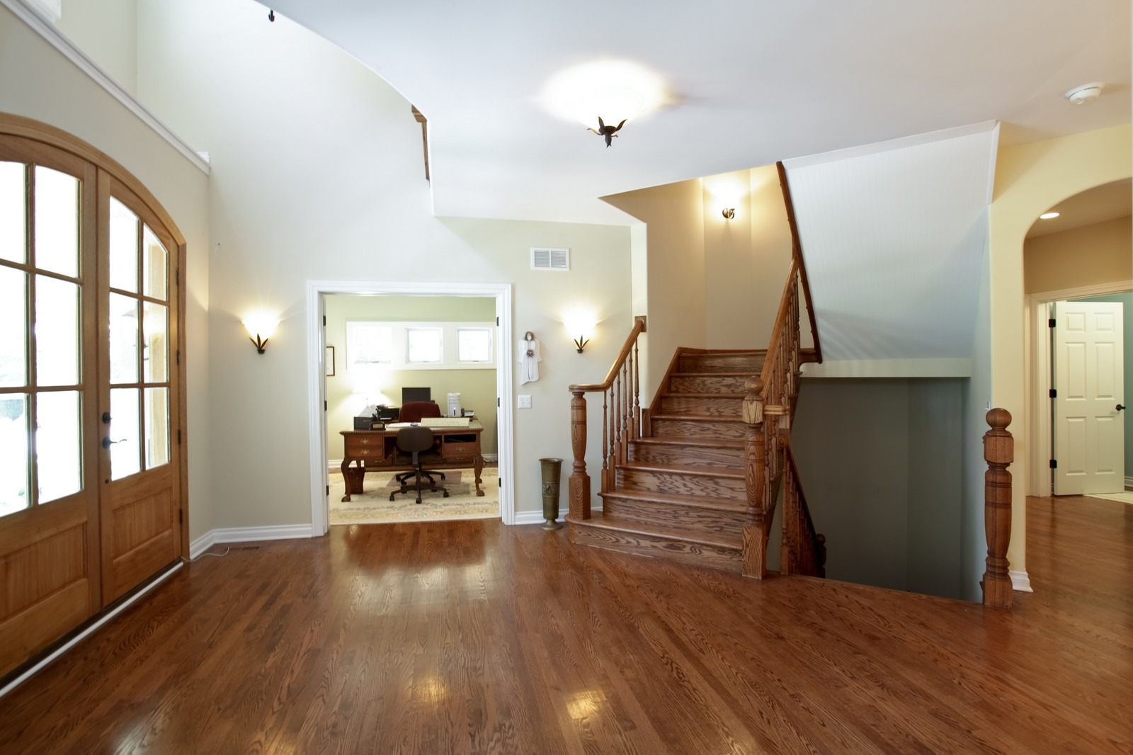 Real Estate Photography - 4740 Saratoga, Downers Grove, IL, 60515 - Foyer