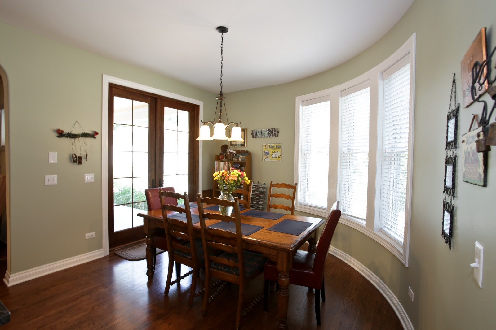 Real Estate Photography - 4740 Saratoga, Downers Grove, IL, 60515 - Breakfast Area