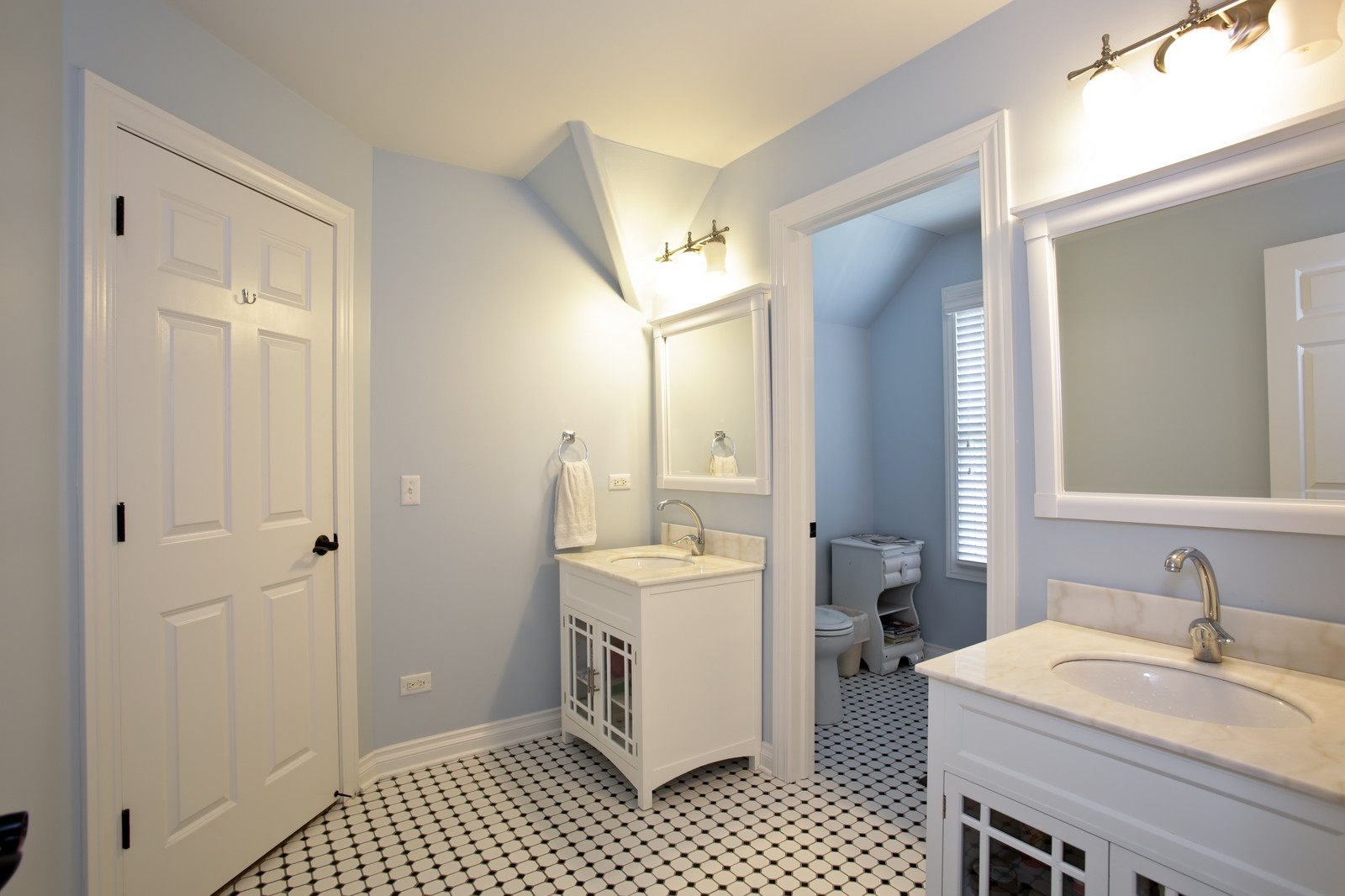 Real Estate Photography - 4740 Saratoga, Downers Grove, IL, 60515 - Bathroom